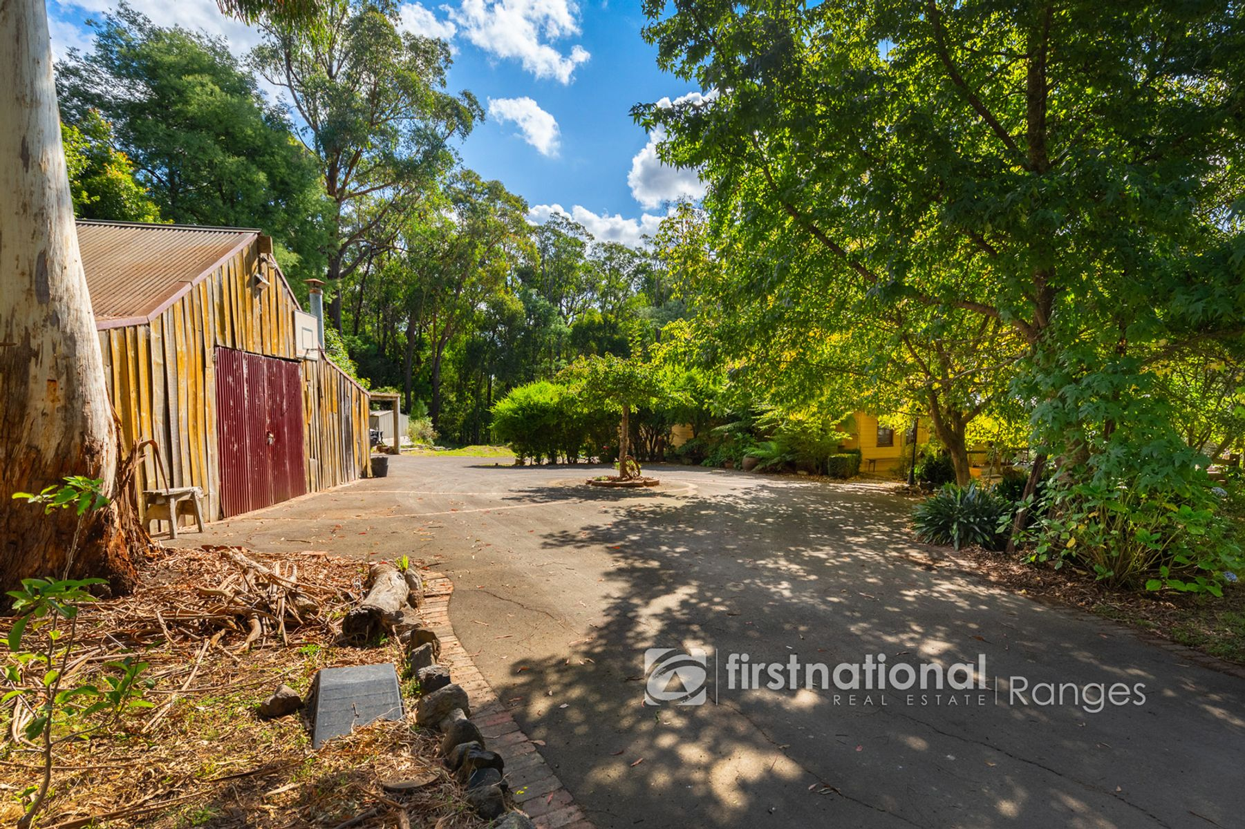 130 Mountain Road, Cockatoo, VIC 3781