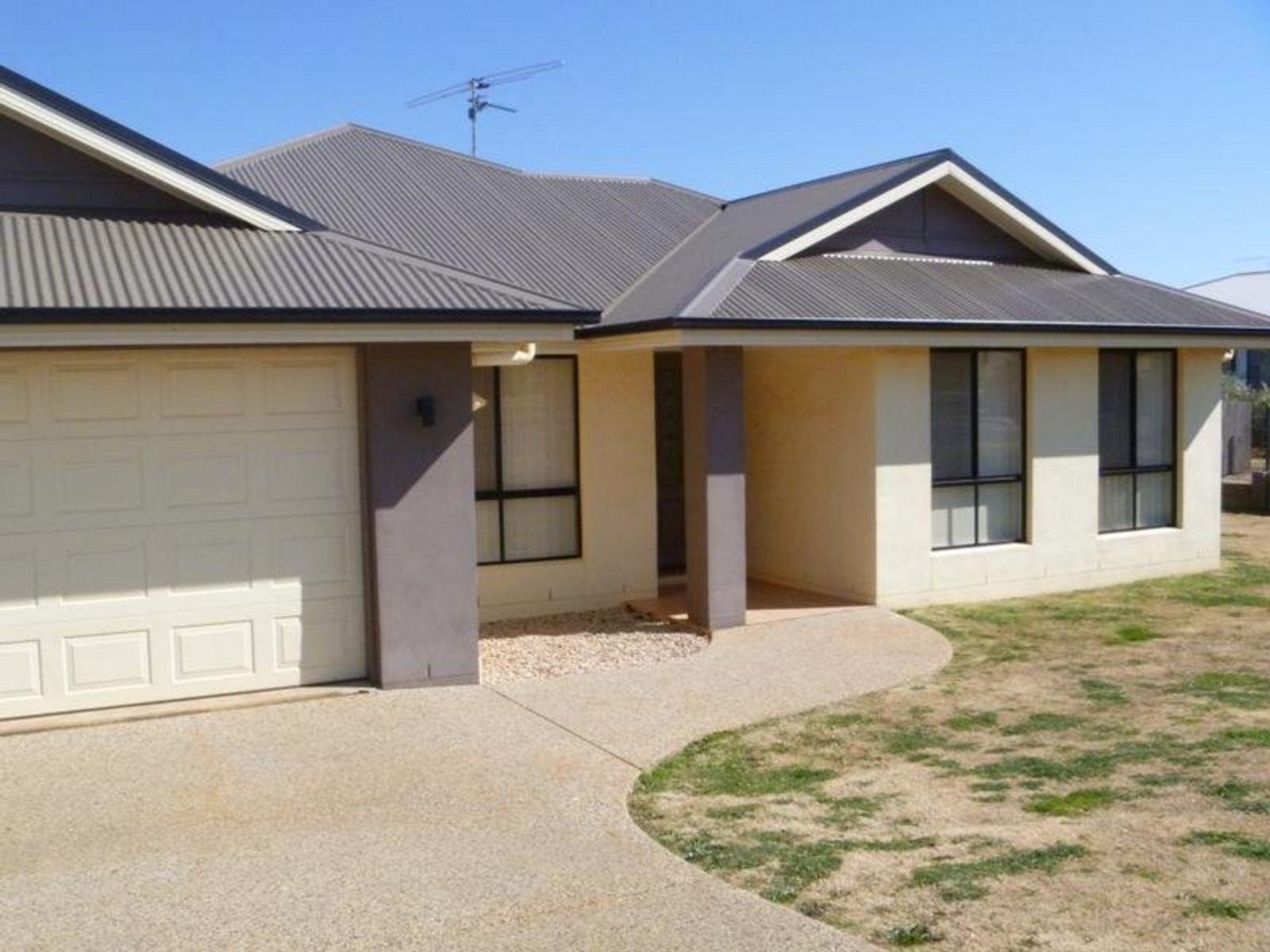 25 Highgrove Drive, Highfields, QLD 4352