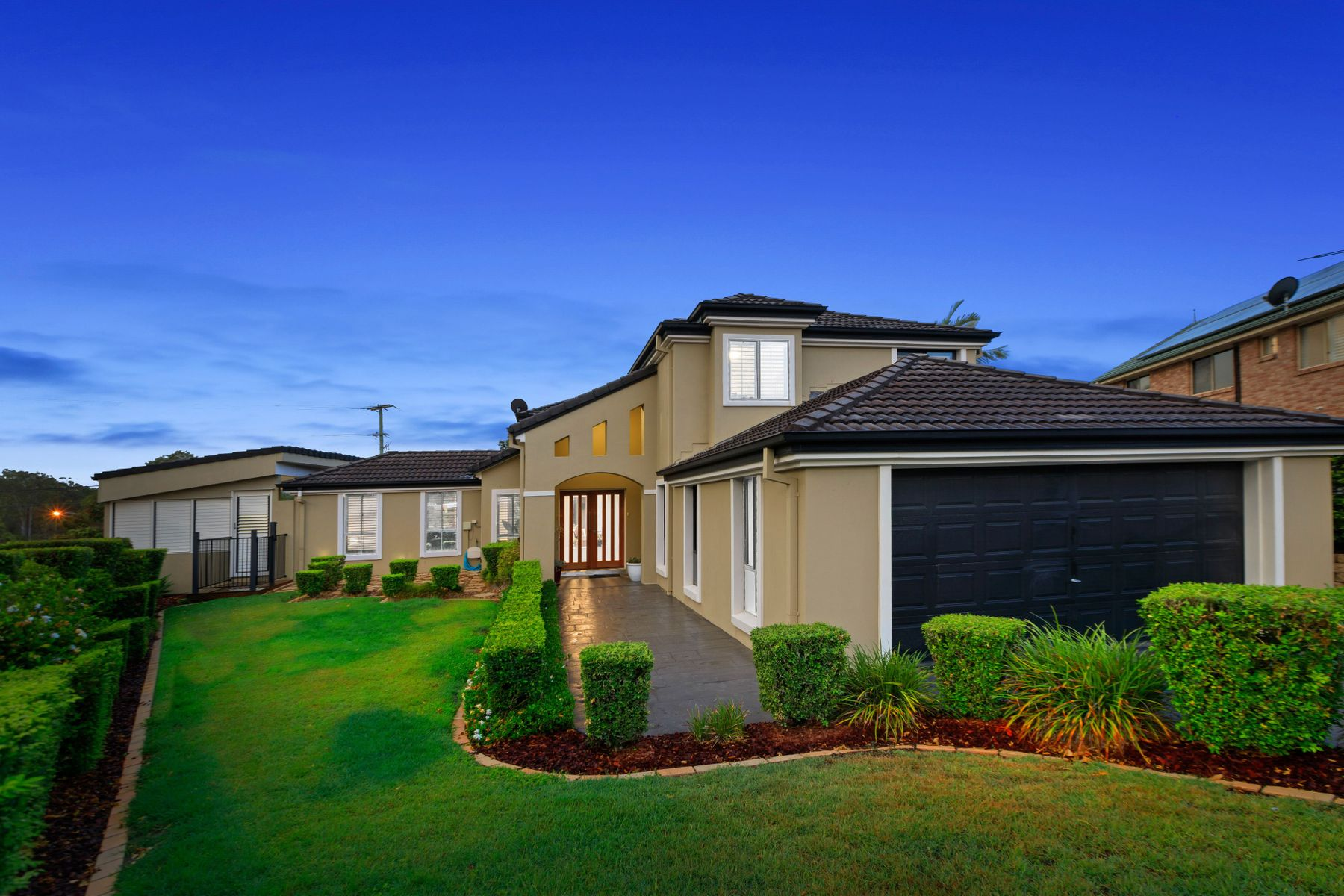 27 Angourie Place, Carindale, QLD 4152