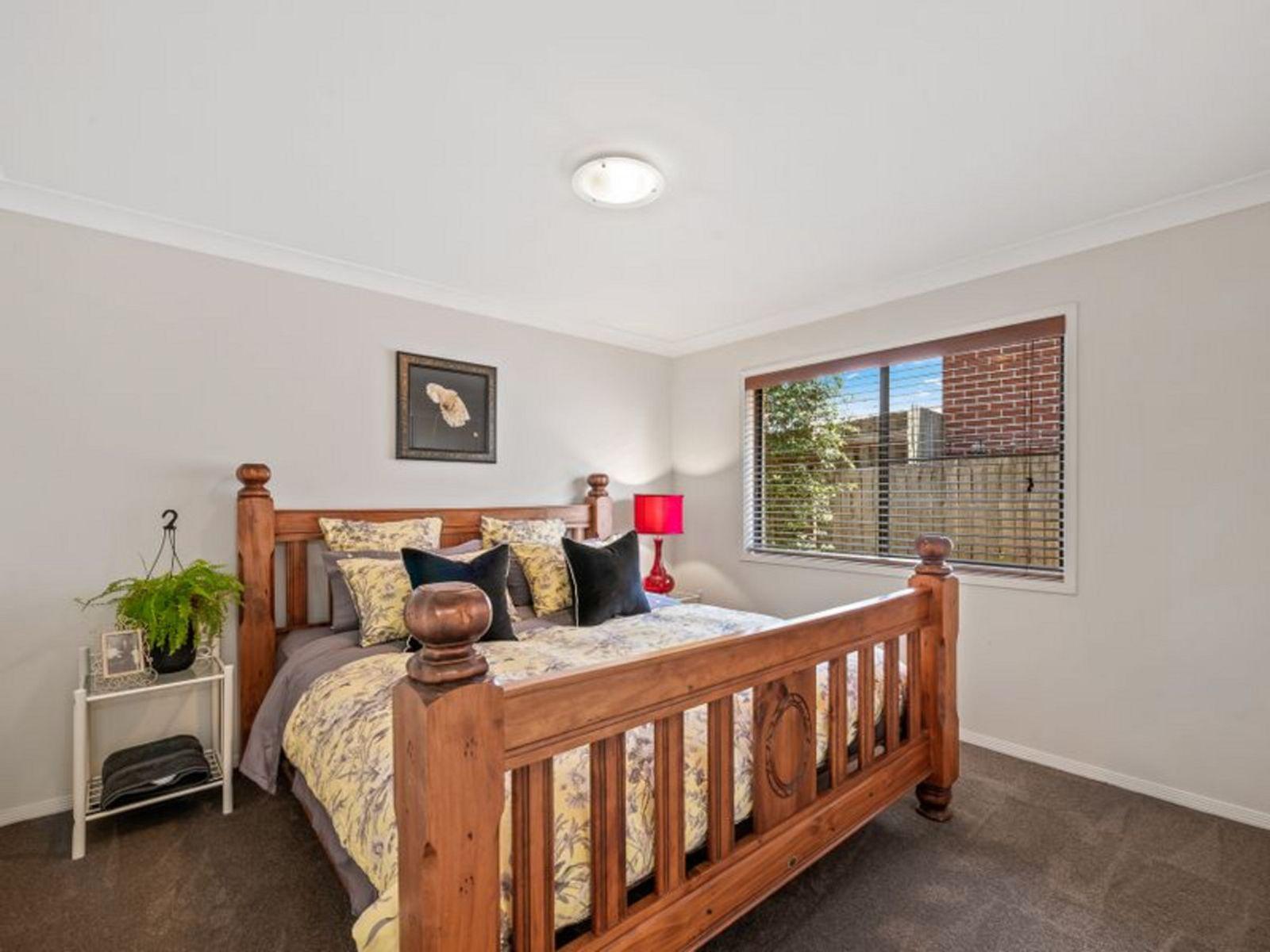 1/11 Dodson Crescent, Mount Kynoch, QLD 4350