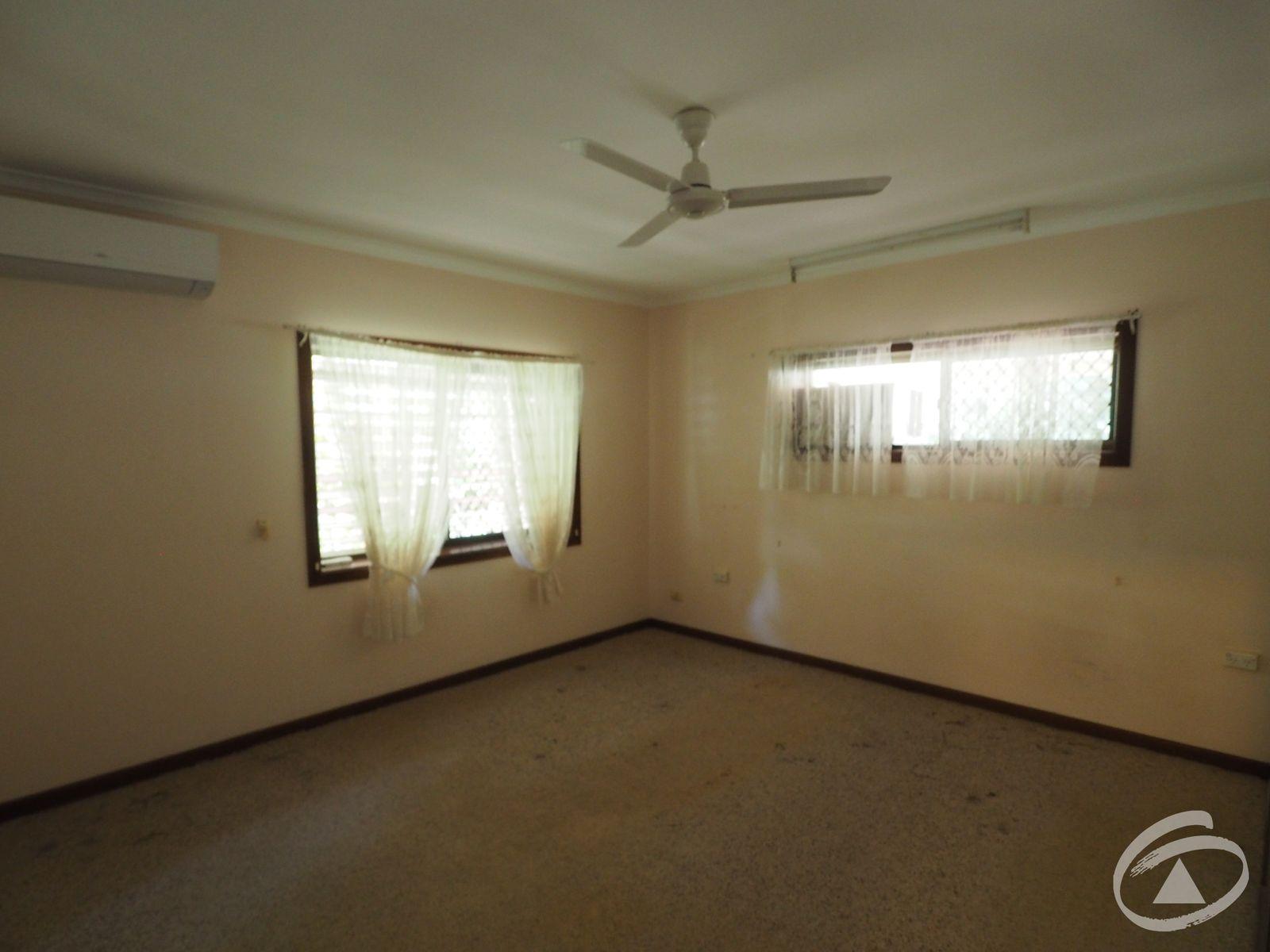 2 Begonia Place, Mooroobool, QLD 4870
