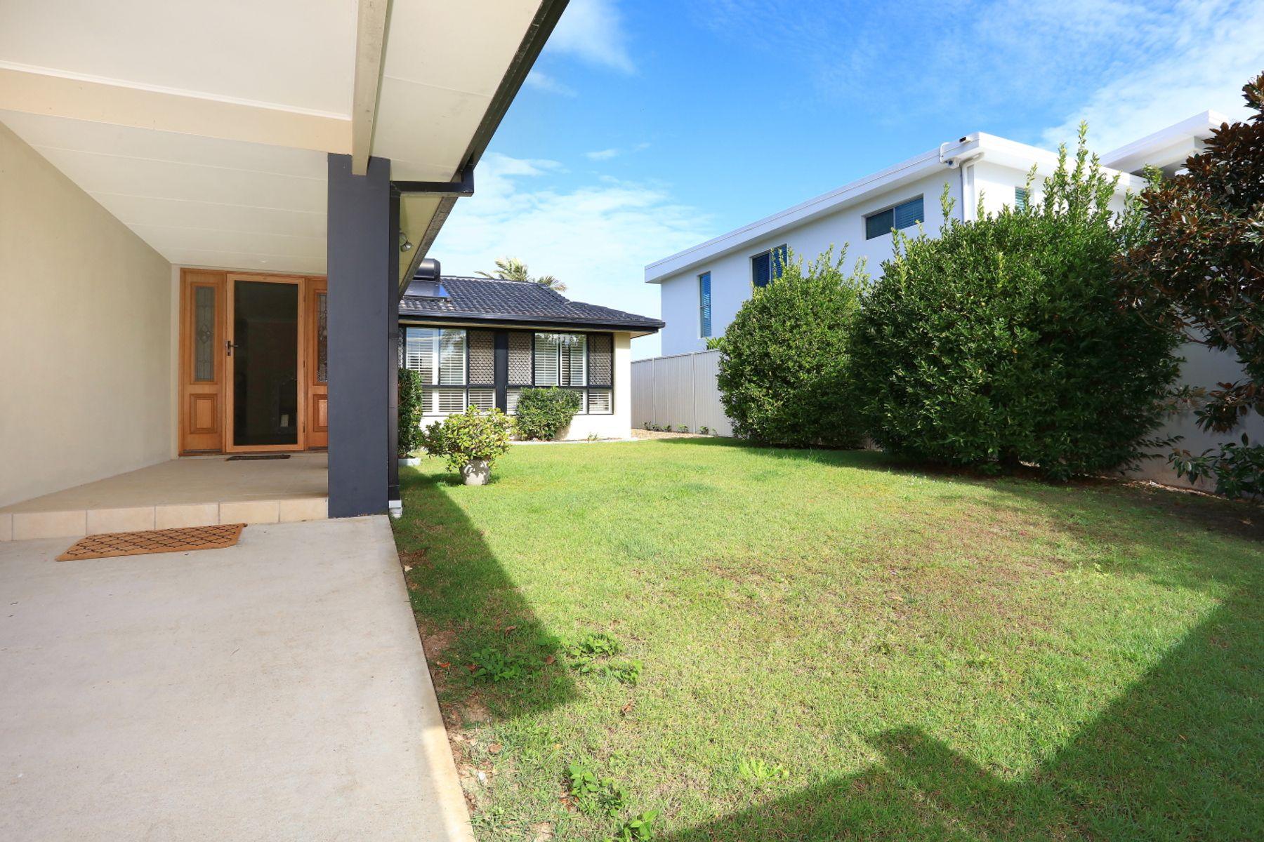 6 Alma Street, Broadbeach Waters, QLD 4218