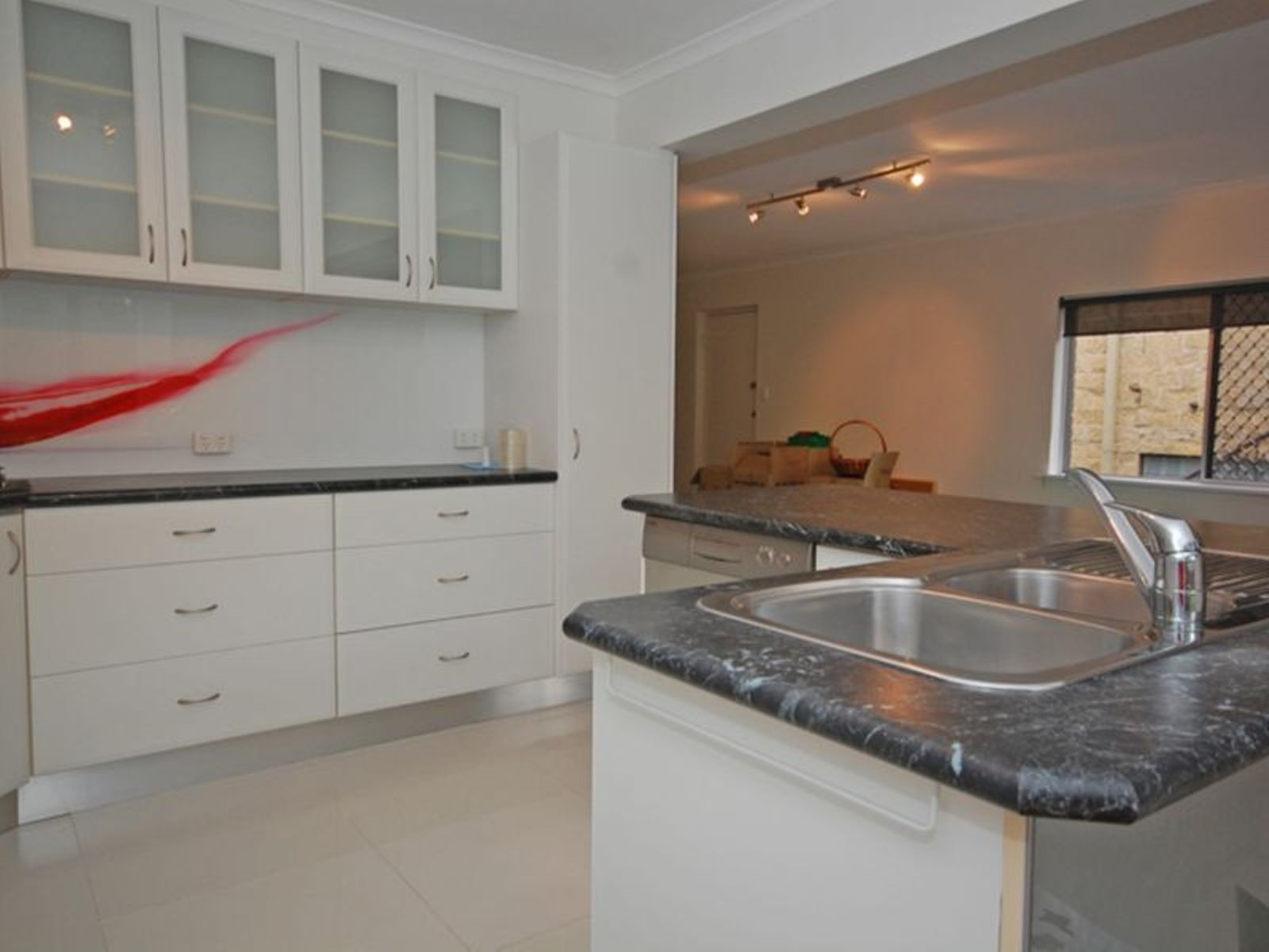 12 Robyn Street, Southport, QLD 4215