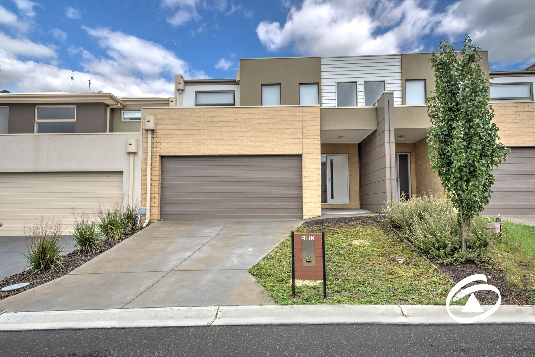 21/23 Atlantic Drive, Pakenham, VIC 3810
