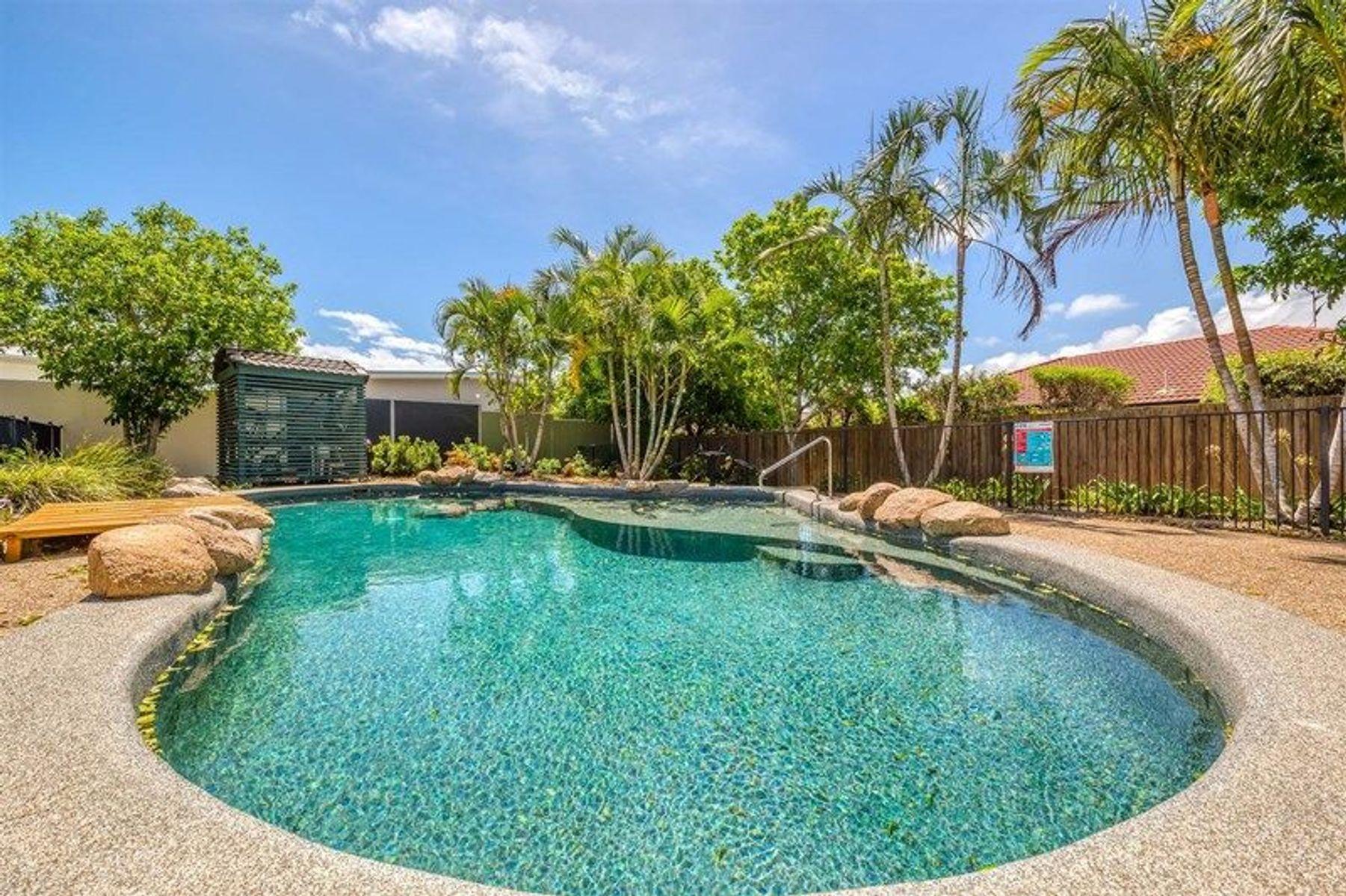8 Seabreeze Court, Sandstone Point, QLD 4511