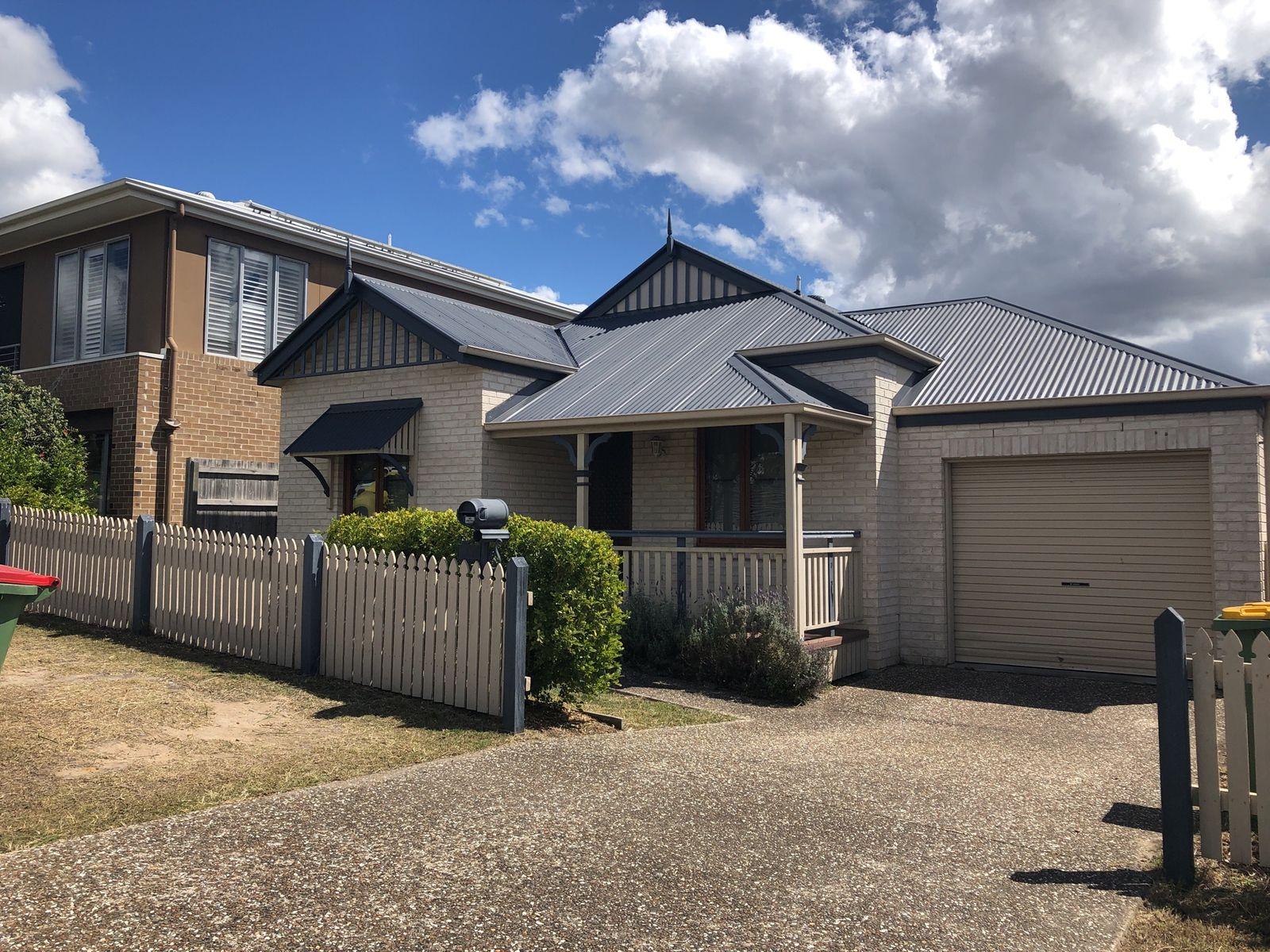 15 Hookes Terrace, Springfield Lakes, QLD 4300