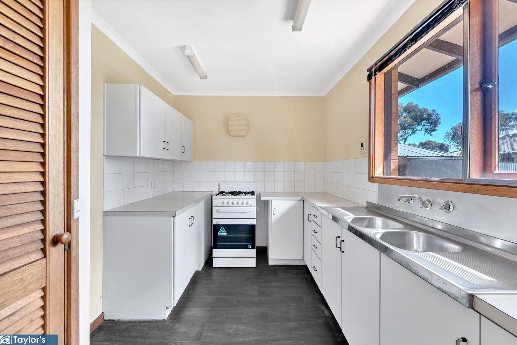 22 Ramsay Way, Para Hills West, SA 5096
