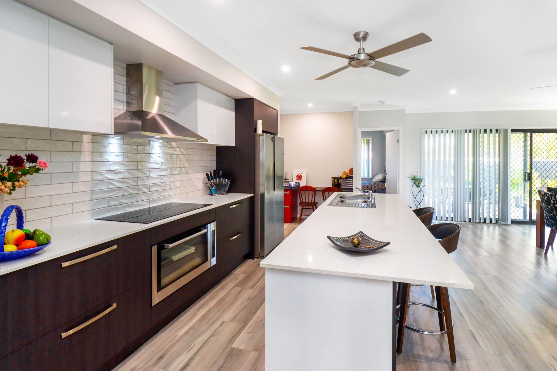1 Waugh Street, Urangan, QLD 4655
