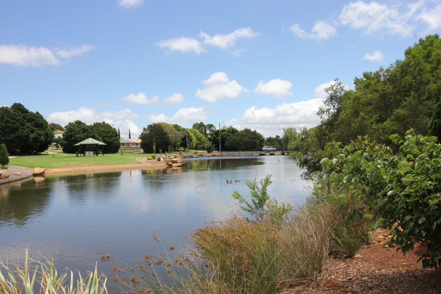 2/2 Todd Court, Kearneys Spring, QLD 4350