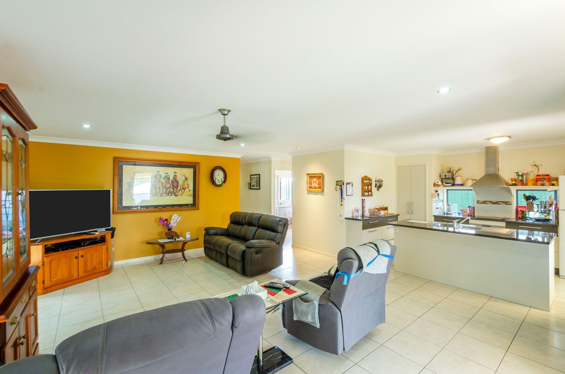 24 Neville Drive, Branyan, QLD 4670