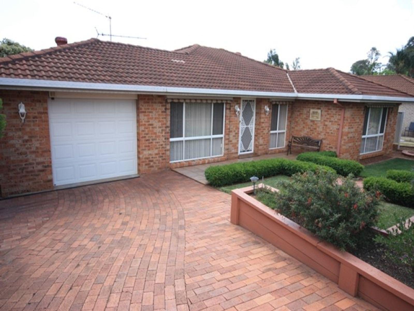 274 Welling Drive, Mount Annan, NSW 2567