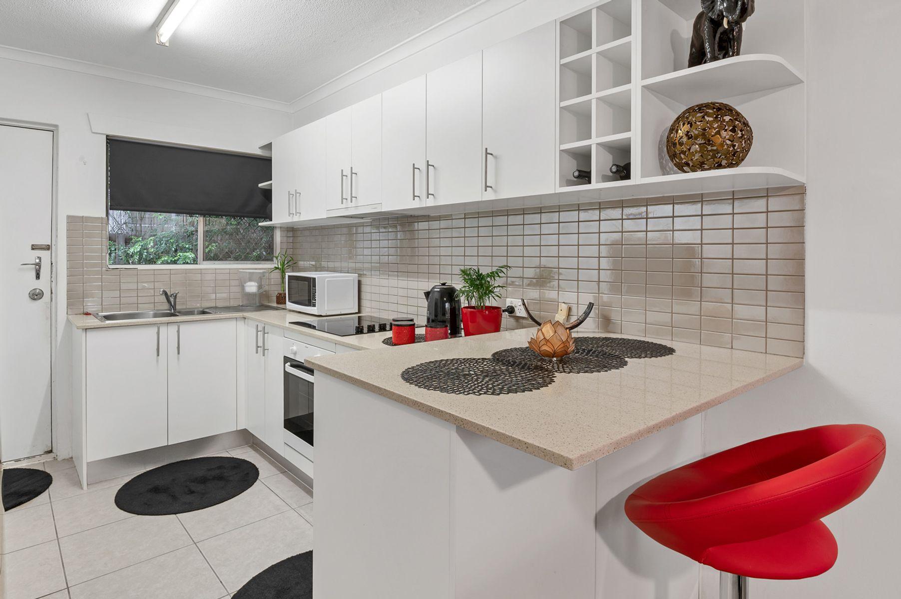 2/19 Weemala Street, Chevron Island, QLD 4217