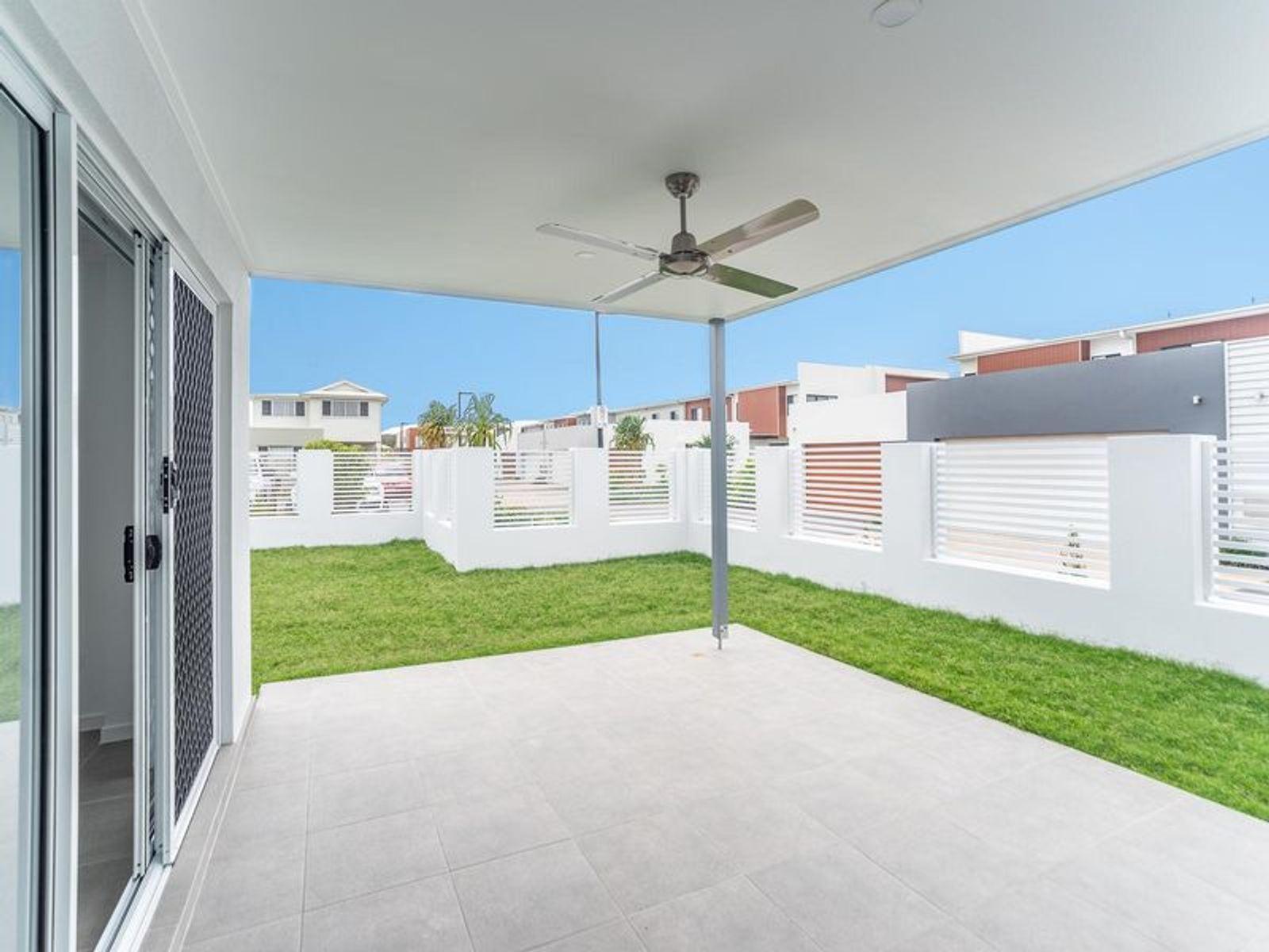 17 Beacon Lane, Hope Island, QLD 4212