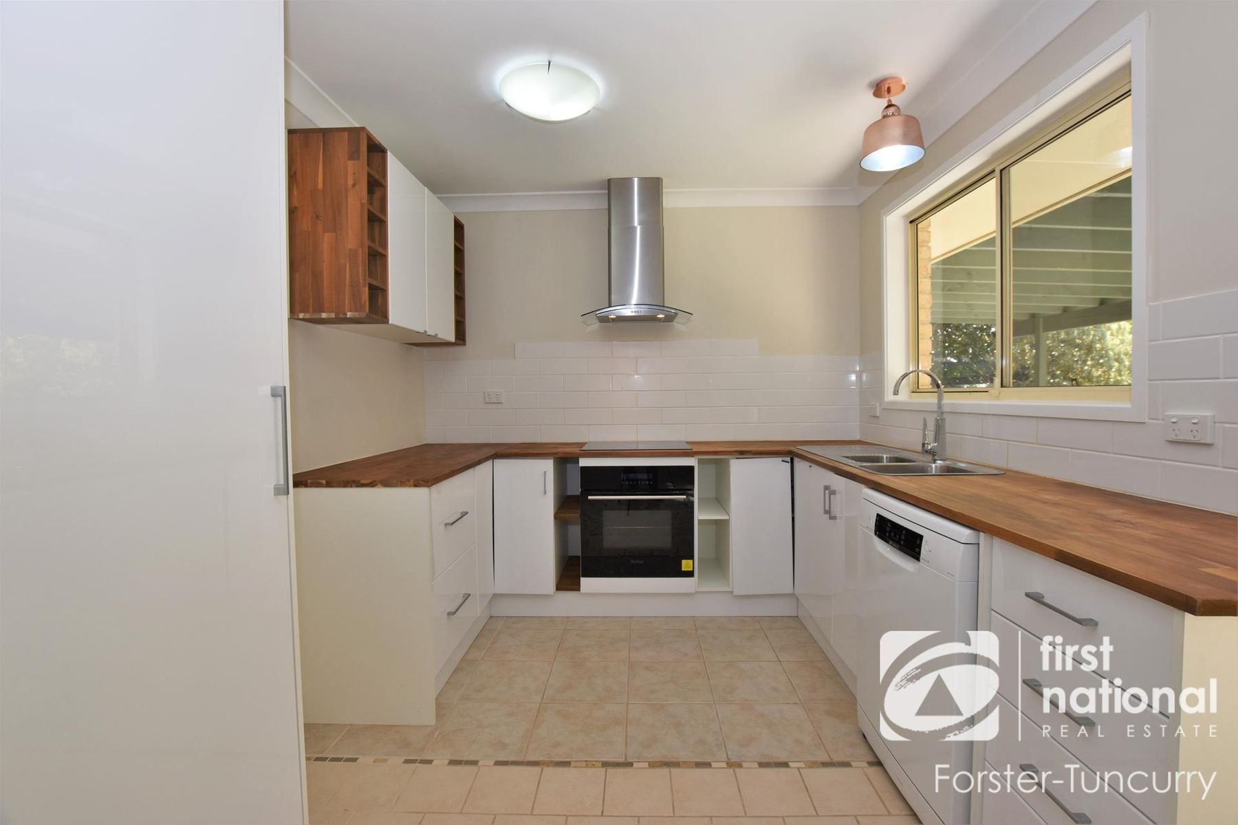 24 Seabreeze Parade, Green Point, NSW 2428