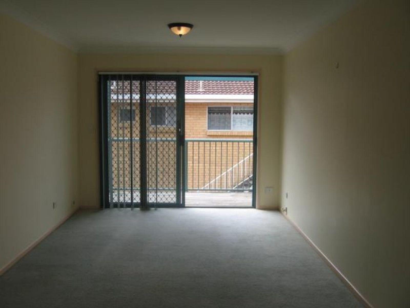 4/12 Mary Avenue, Broadbeach, QLD 4218