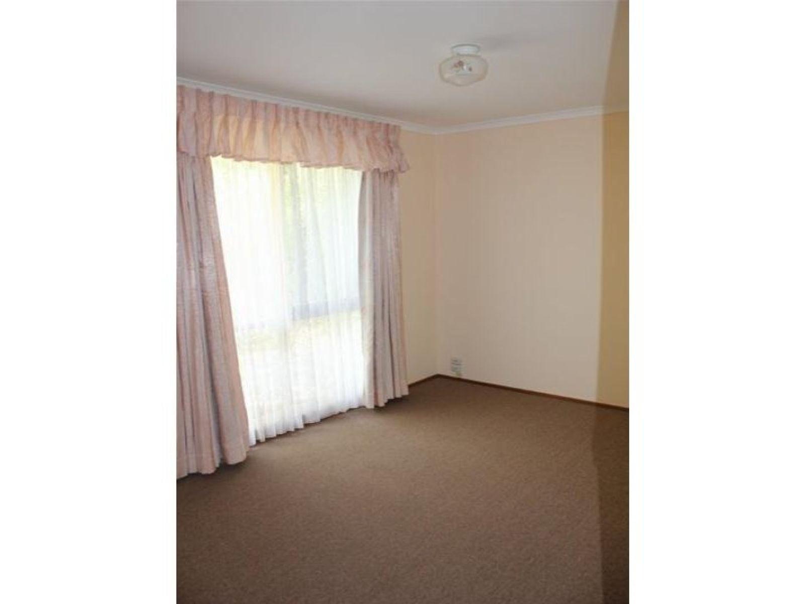 38 Kennington Park Drive, Endeavour Hills, VIC 3802