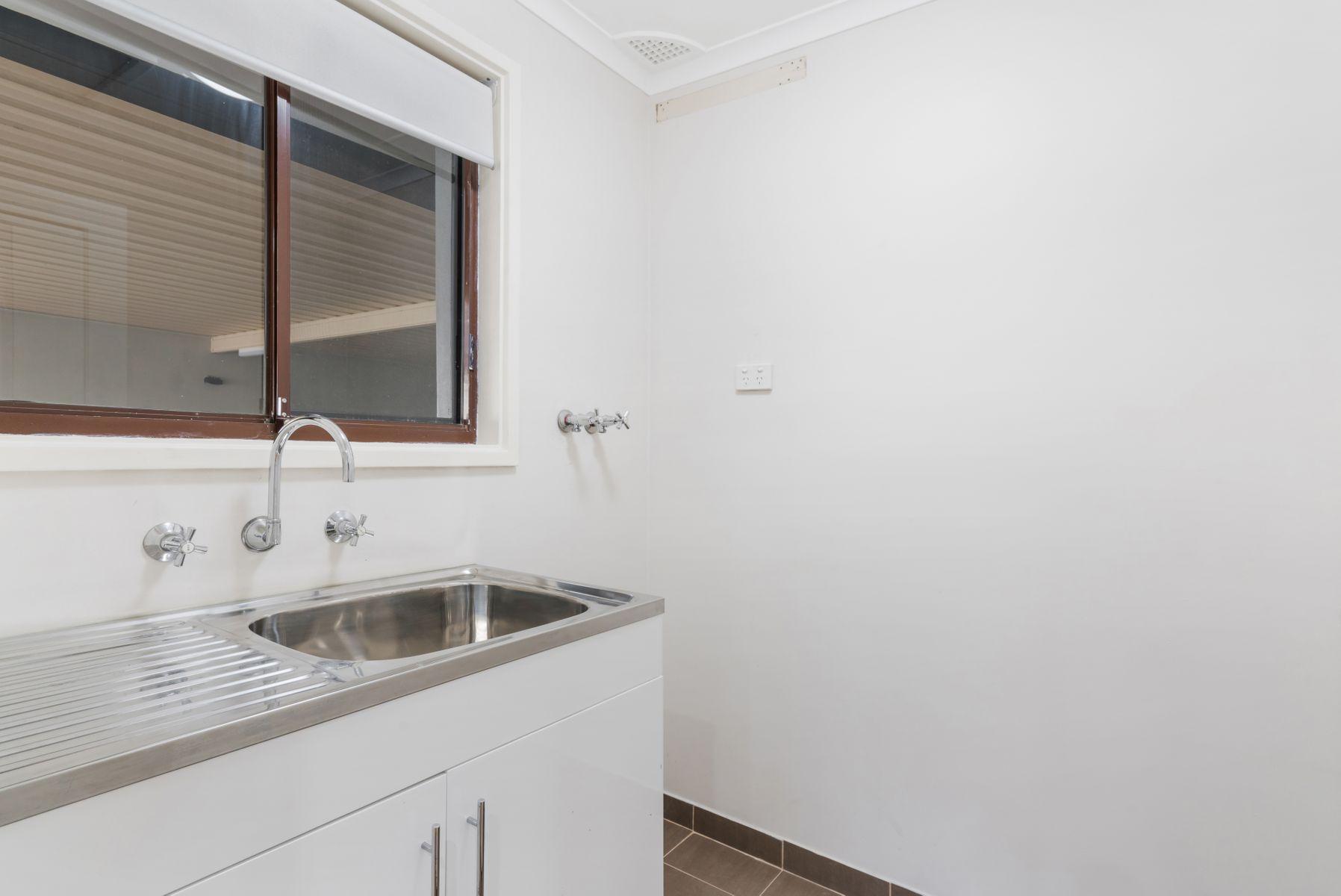 2A Webb Close, Edensor Park, NSW 2176