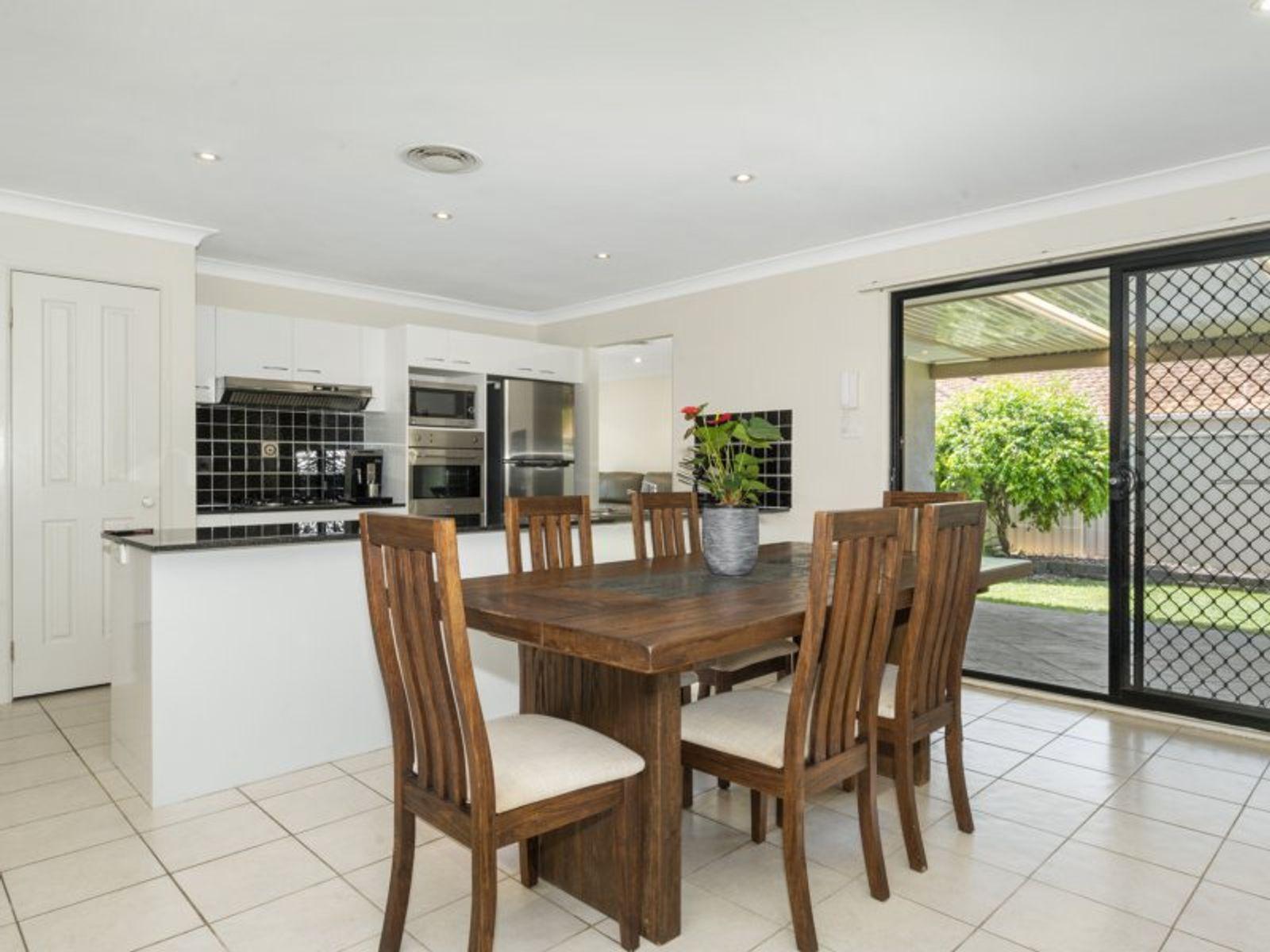 4 Oakridge Close, Woongarrah, NSW 2259