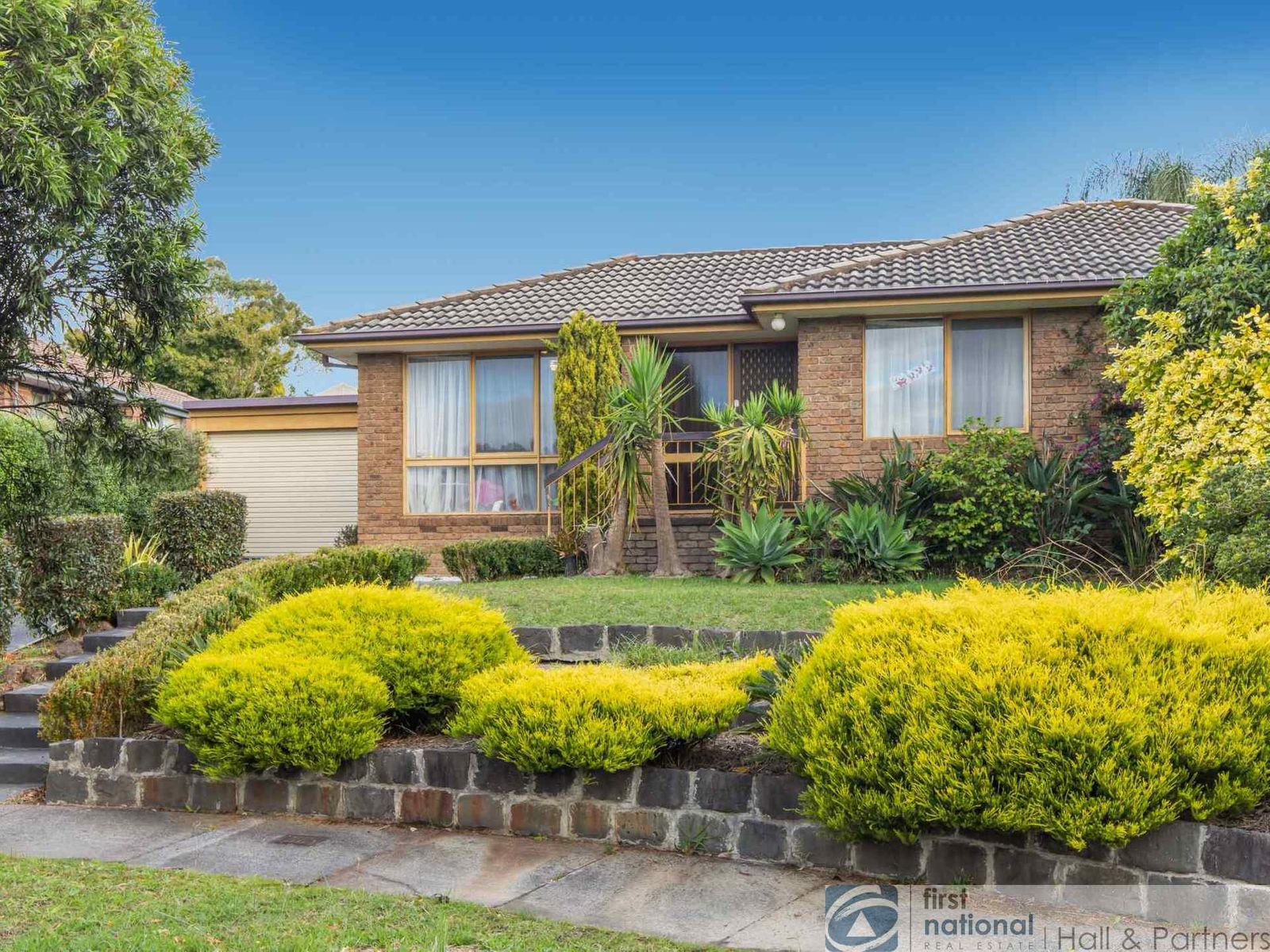 8 Newmill Close, Endeavour Hills, VIC 3802
