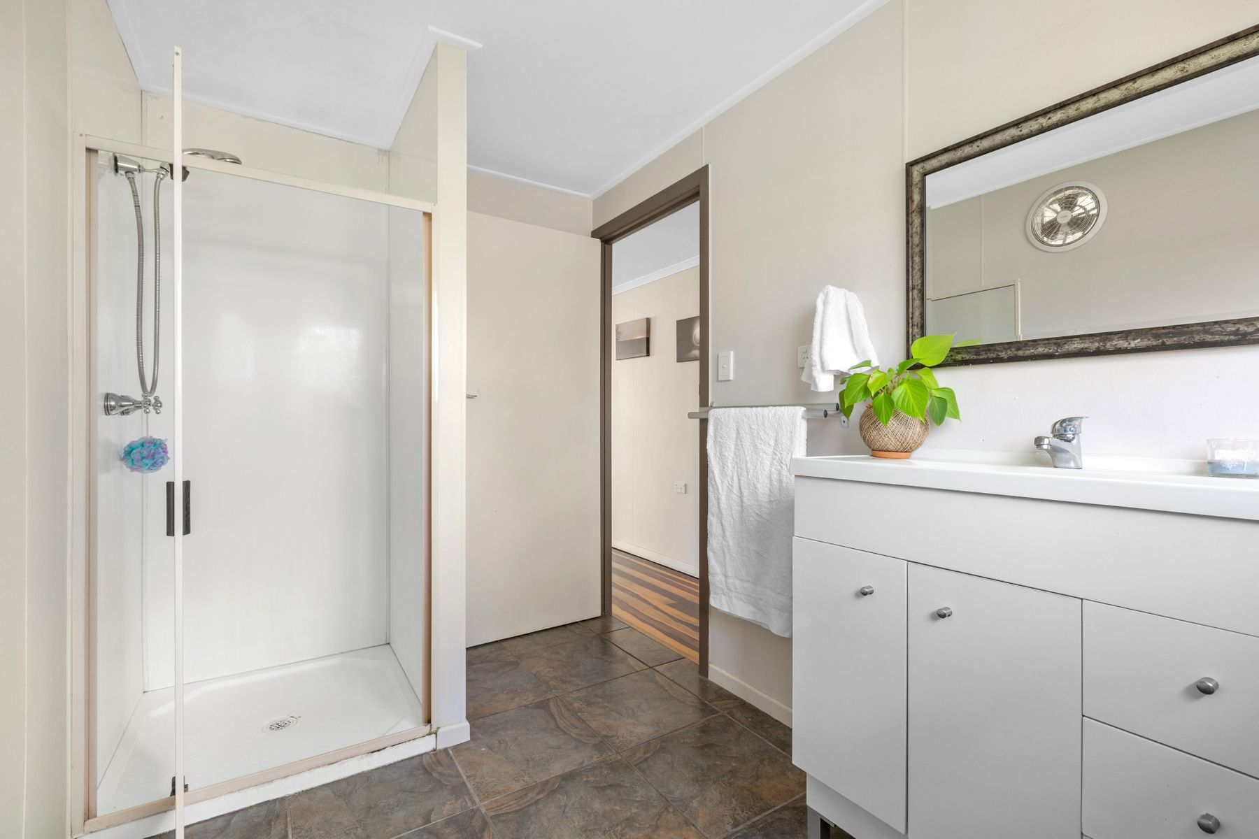 8 Belvedere Avenue, Belvedere, QLD 4860