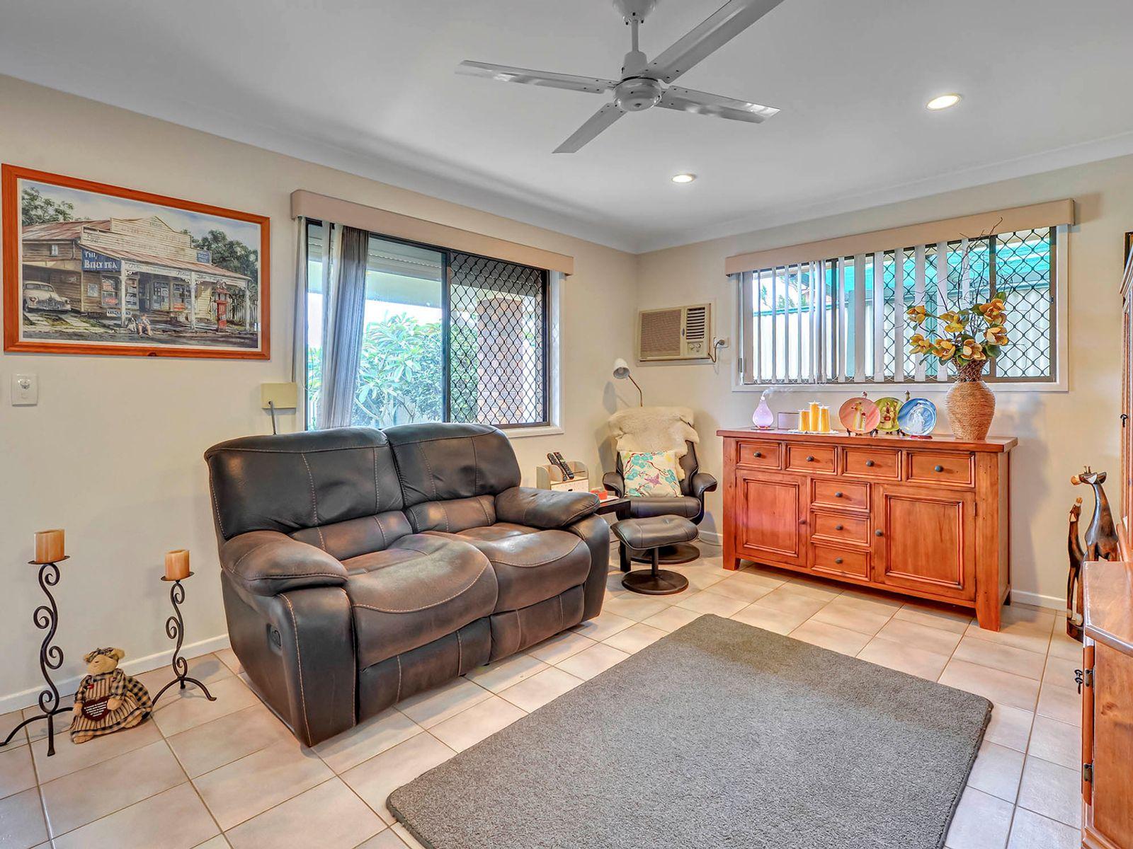 10 Seaton Street, Hillcrest, QLD 4118