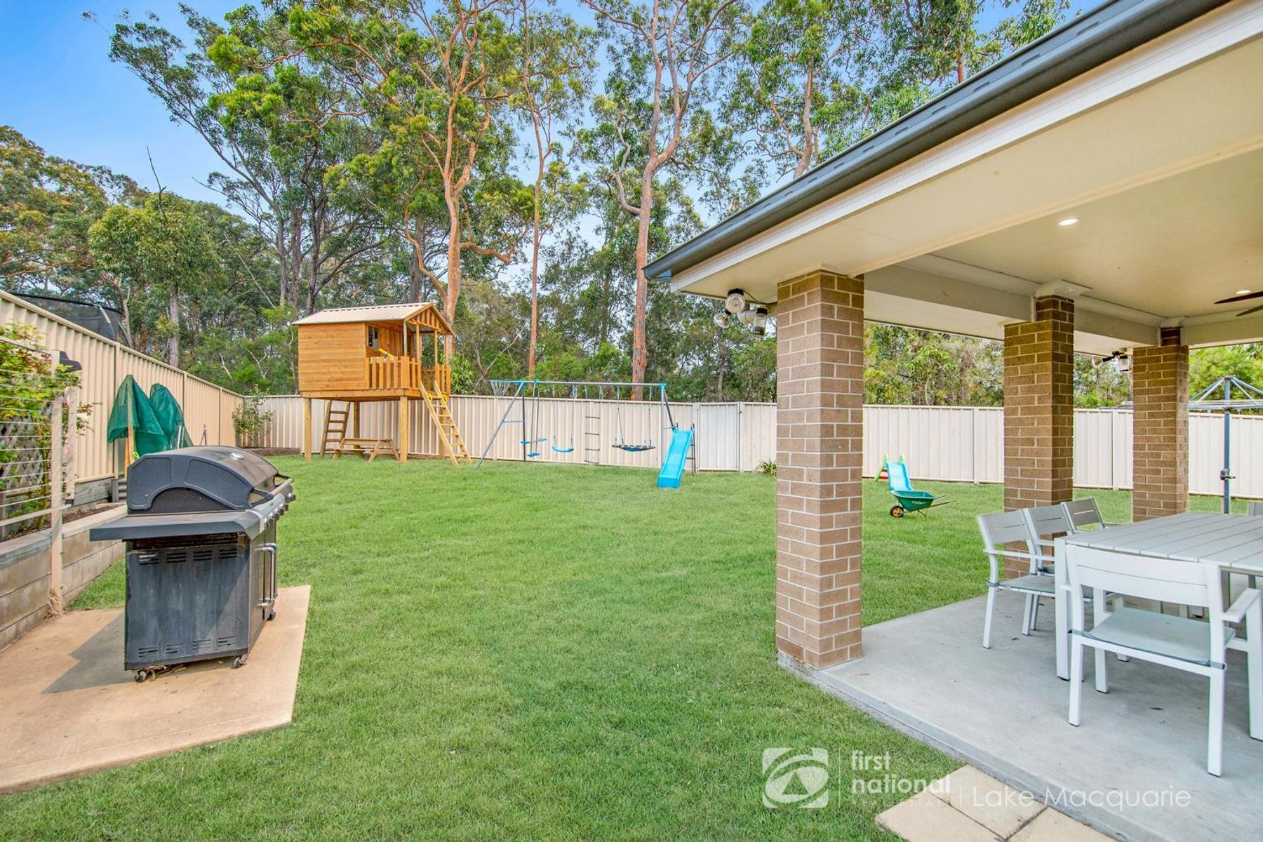 4 Craighill Cres Cameron Park Nsw 2285 Australia House