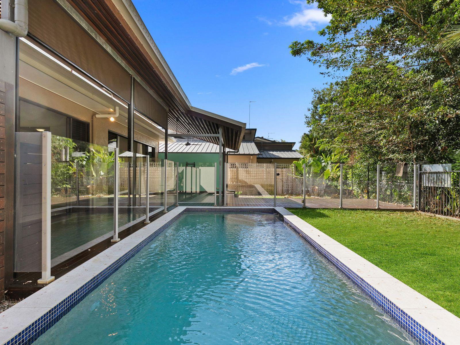 15 Sennfeld Close, Palm Cove, QLD 4879