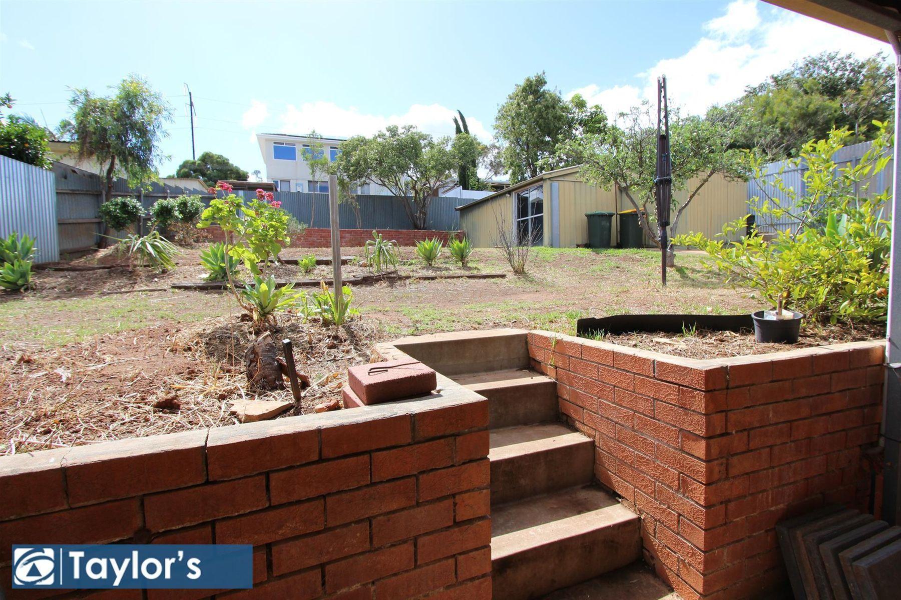 35 Gwender Terrace, Para Hills, SA 5096