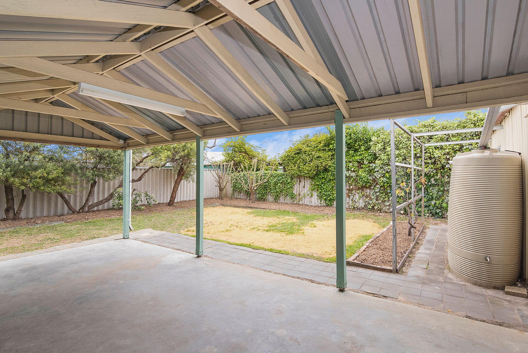 2 Bishop Place, West Busselton, WA 6280