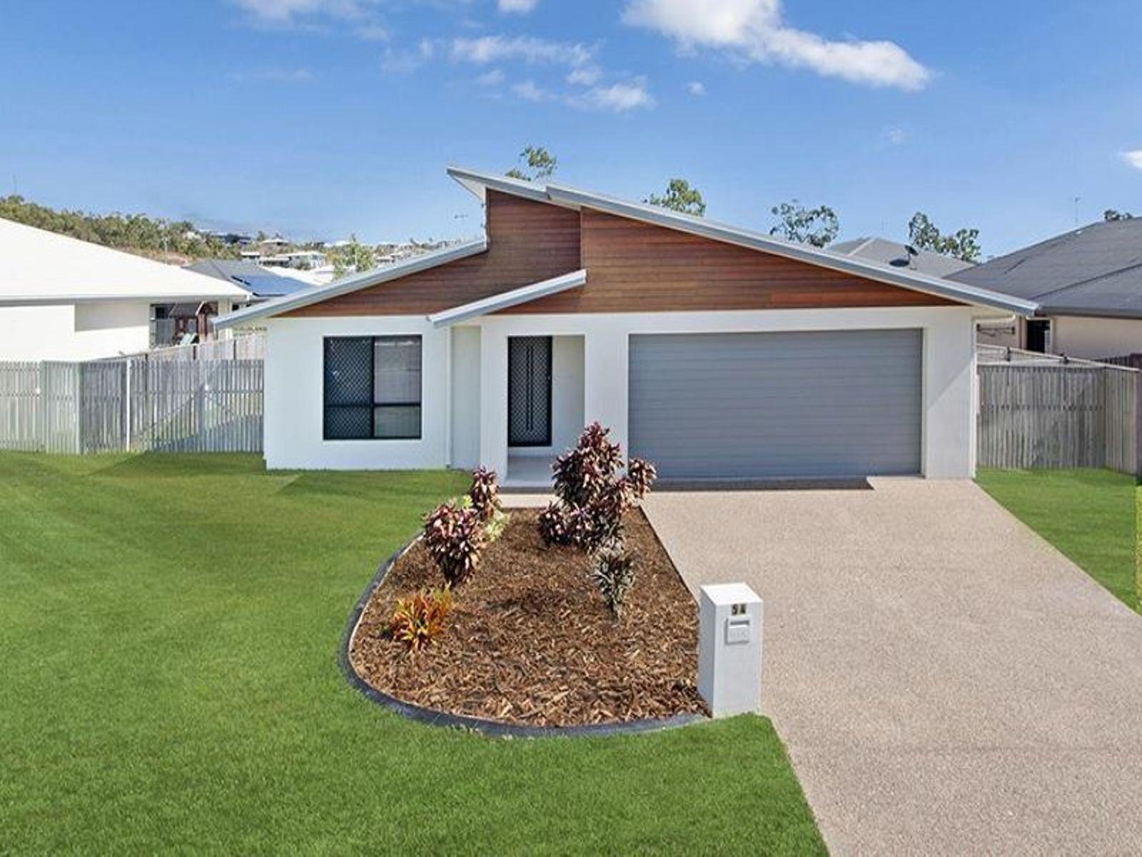 54 Hillock Crescent, Bushland Beach, QLD 4818