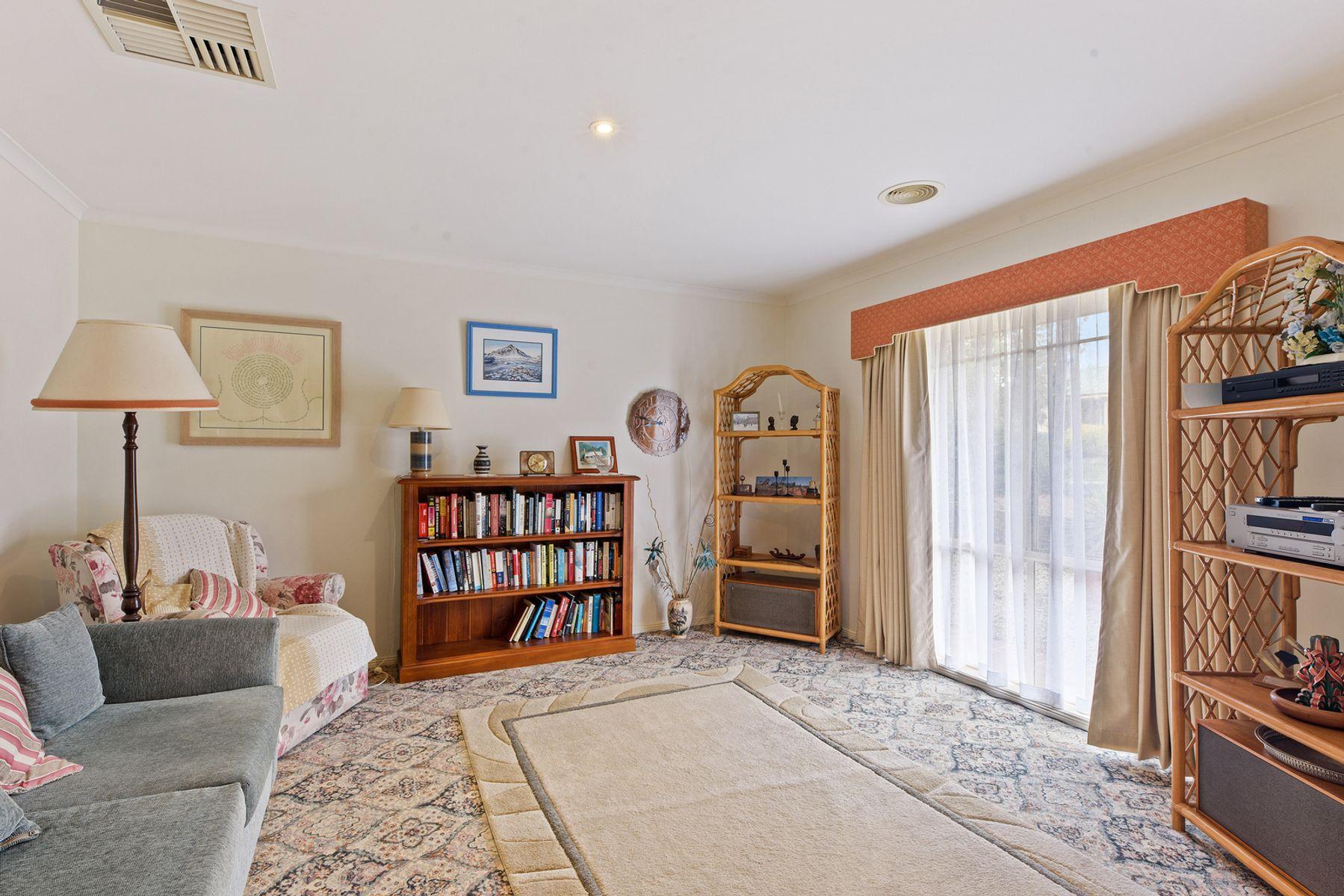 16 Ellesmere Terrace, Strathdale, VIC 3550