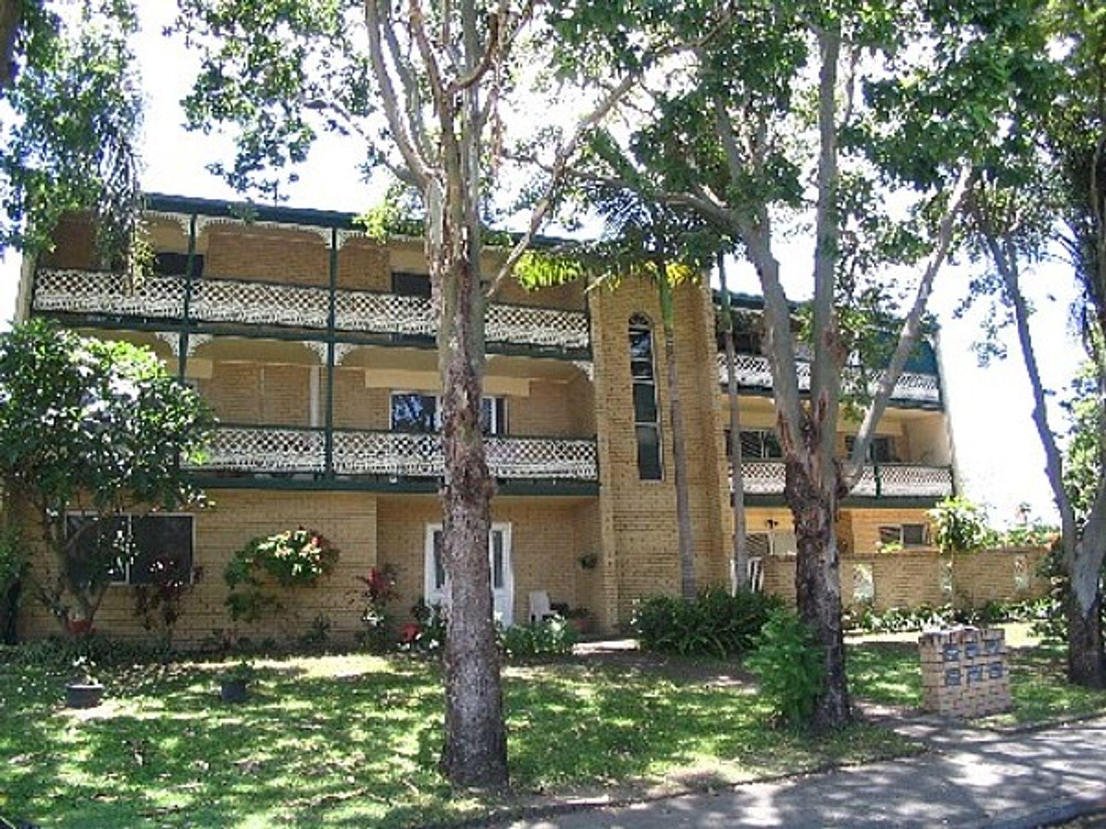 4/35 T E Peters Drive, Broadbeach Waters, QLD 4218