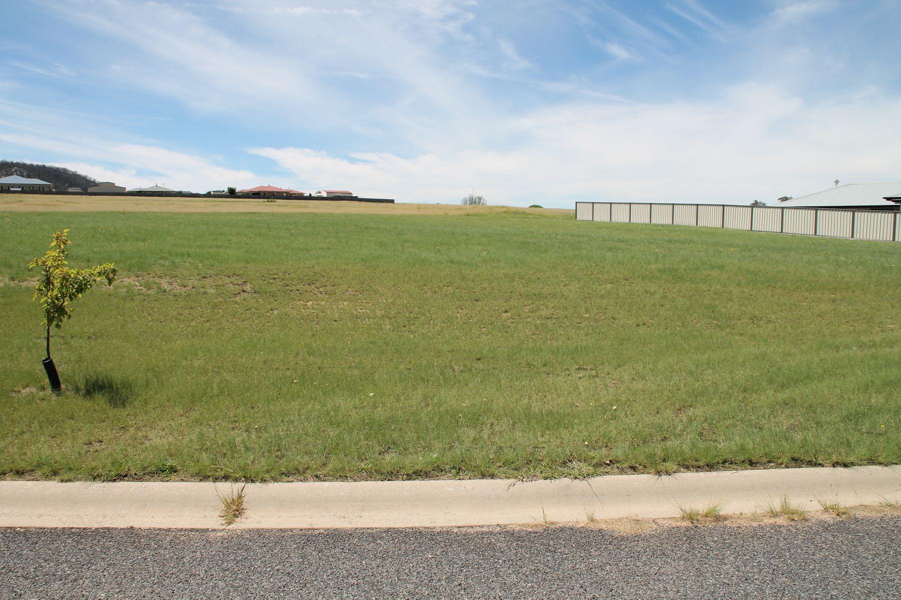 8 Parkes Drive, Tenterfield, NSW 2372