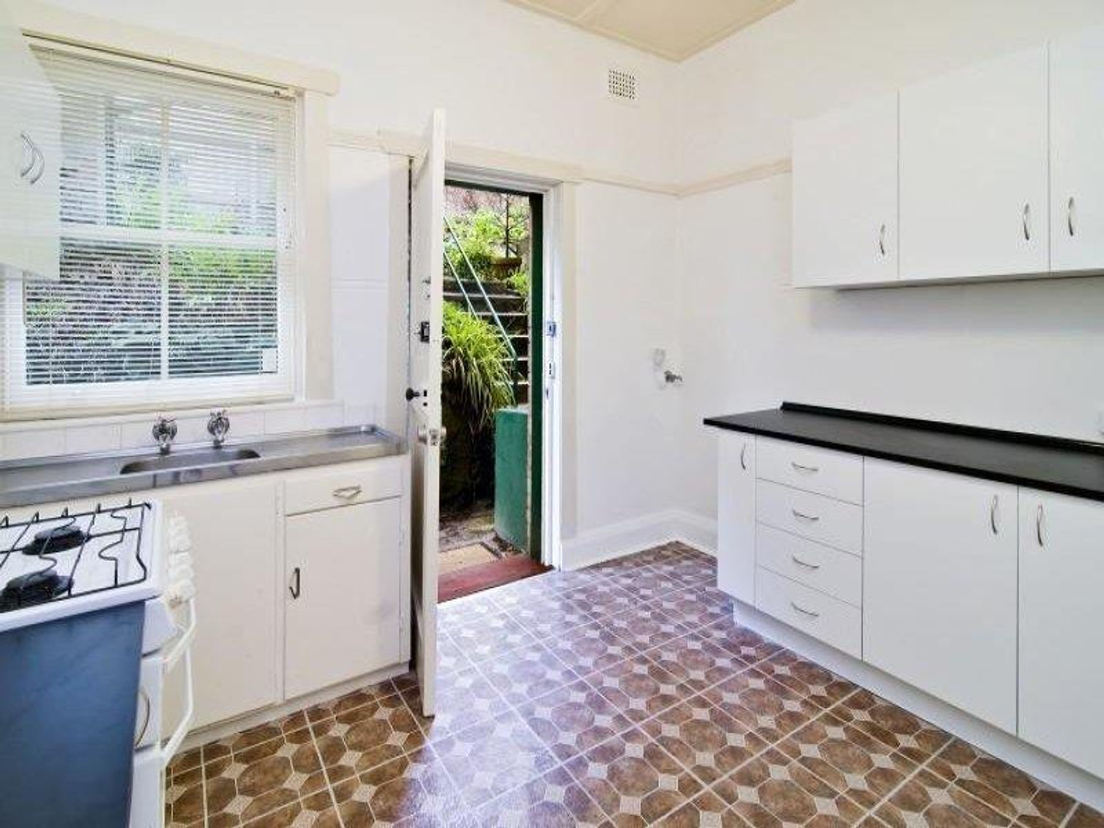 2/46 Waiwera Street, McMahons Point, NSW 2060
