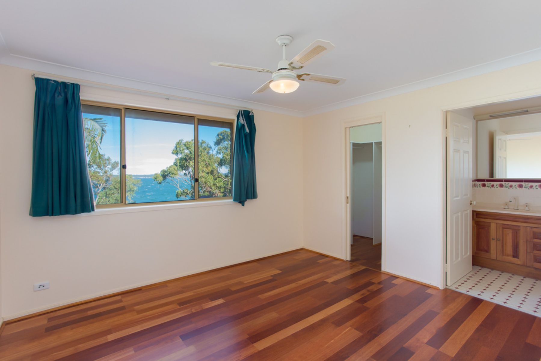 250 Dobell Drive, Wangi Wangi, NSW 2267