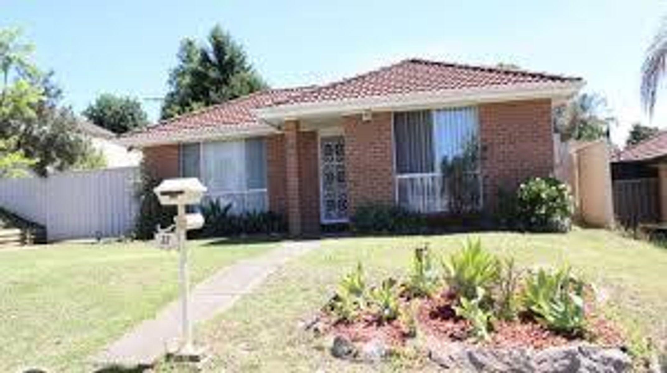 32 Romeo Crescent, Rosemeadow, NSW 2560