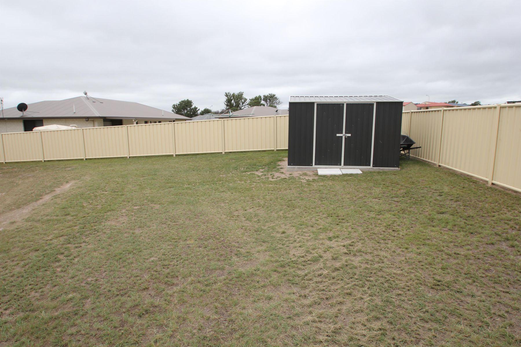 12 Parkes Drive, Tenterfield, NSW 2372