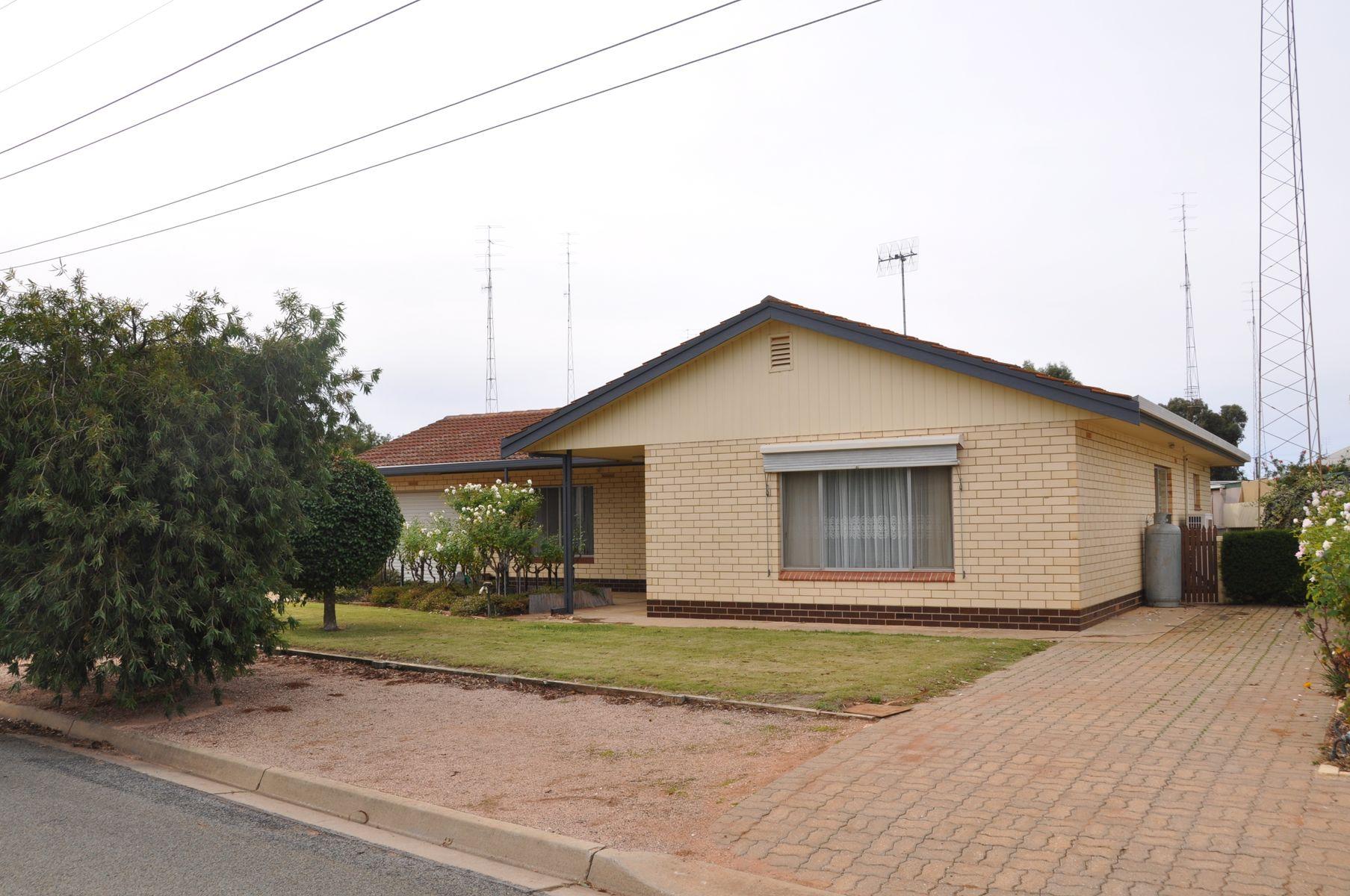 2 Heinemann Crescent, Waikerie, SA 5330