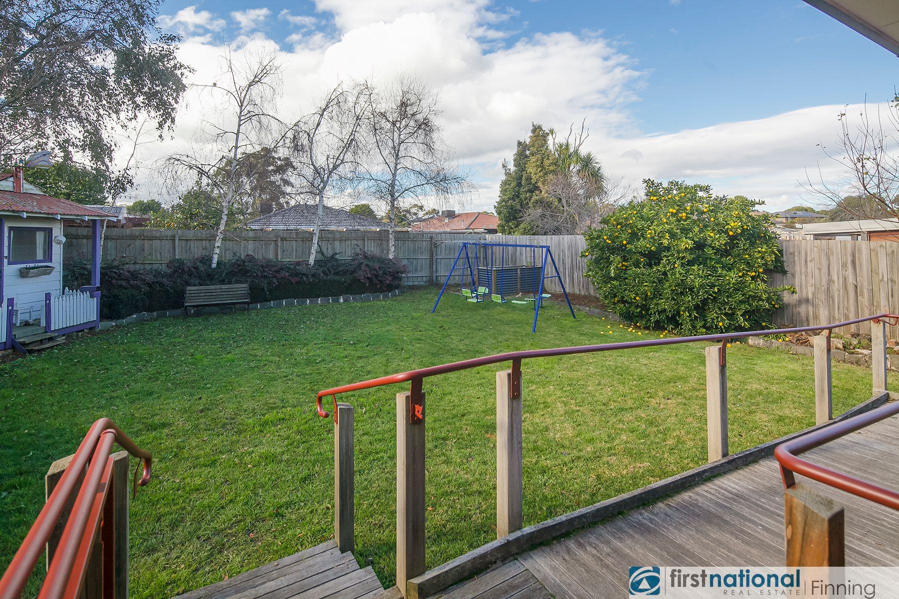 5 Tayport Gardens, Endeavour Hills, VIC 3802