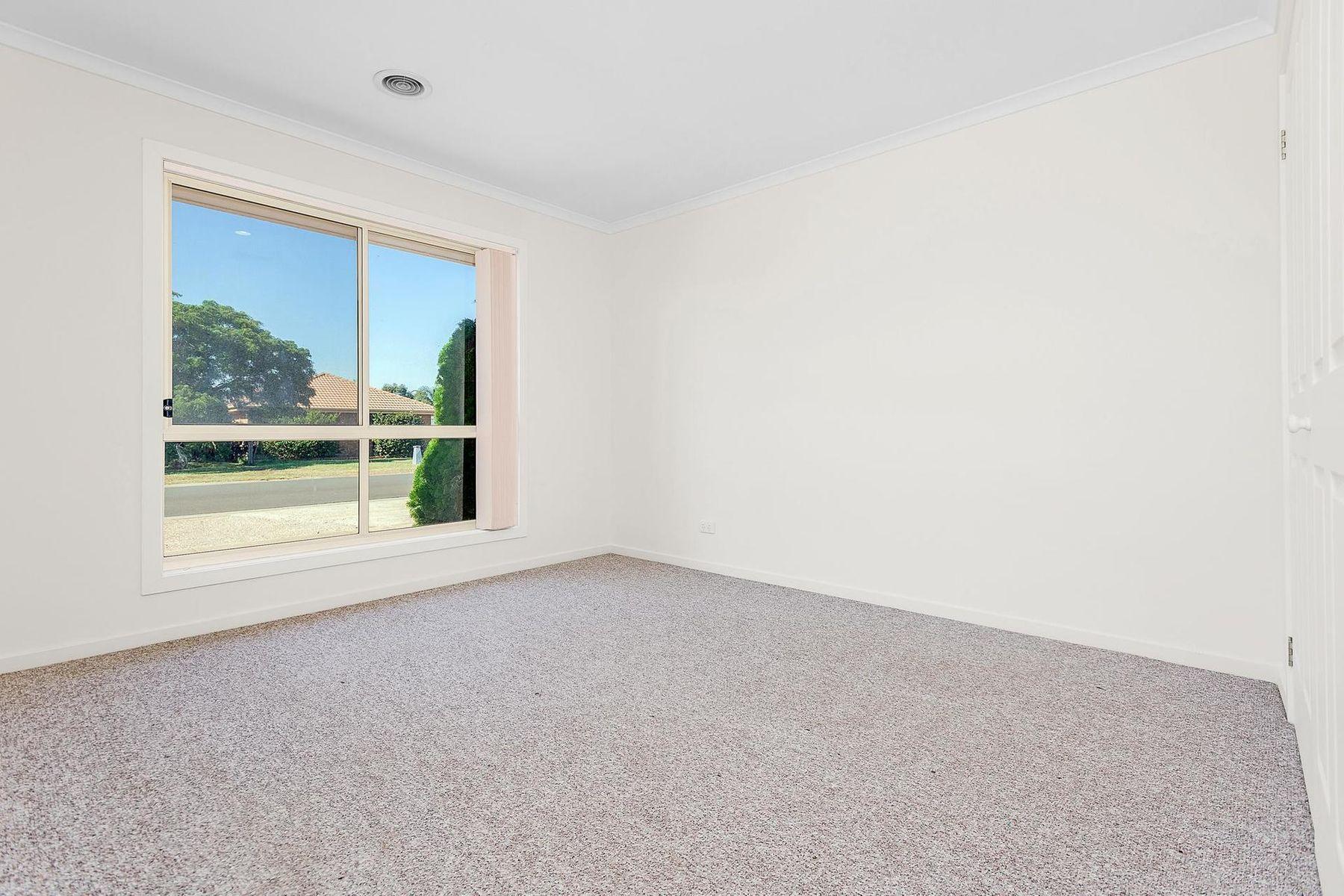 2 Denny Place, Melton South, VIC 3338