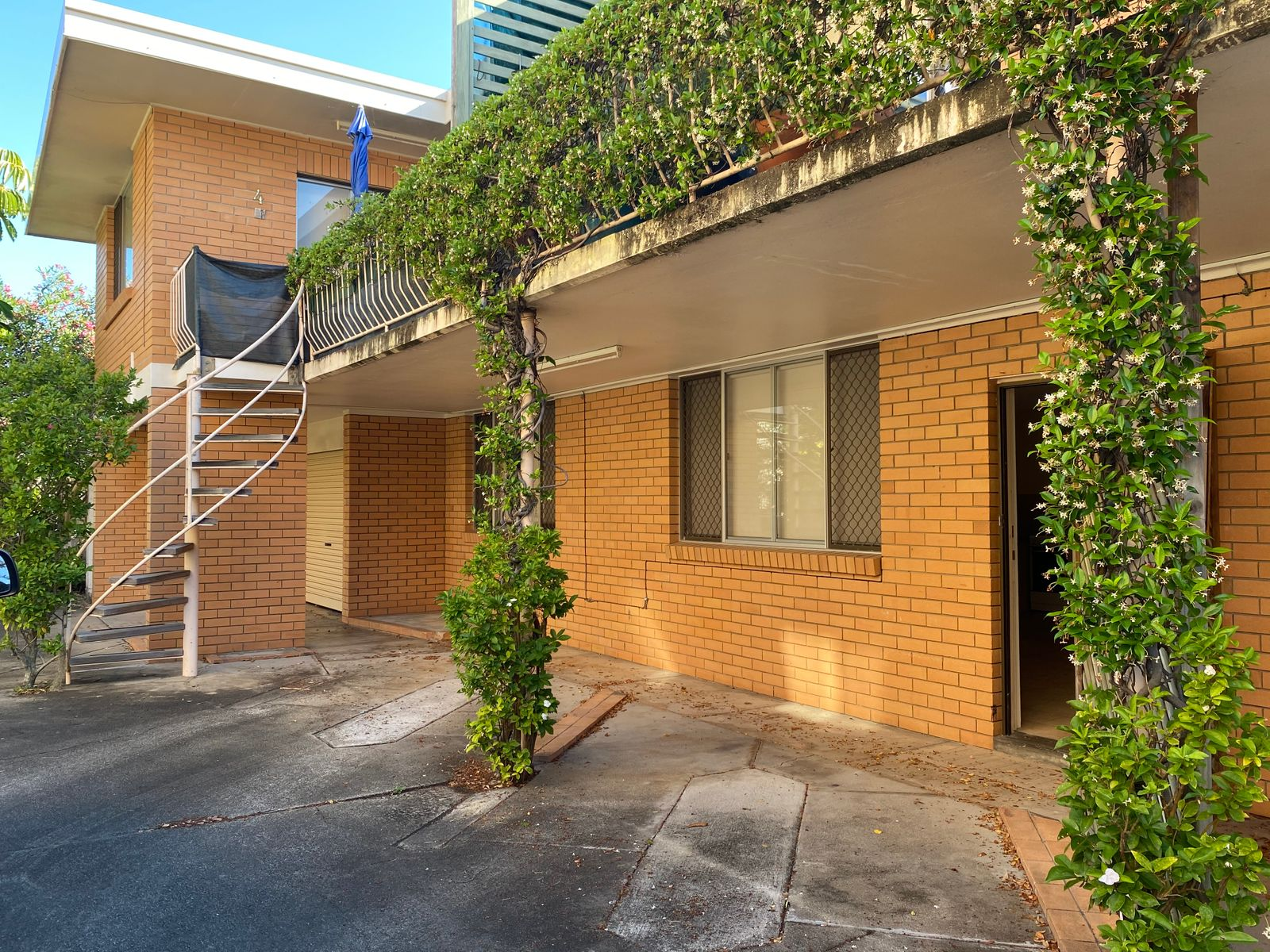 2/8 Kalyan Street, Chevron Island, QLD 4217