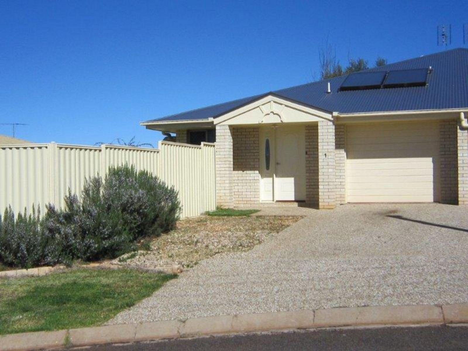 1/8 Heinemann Court, Kearneys Spring, QLD 4350