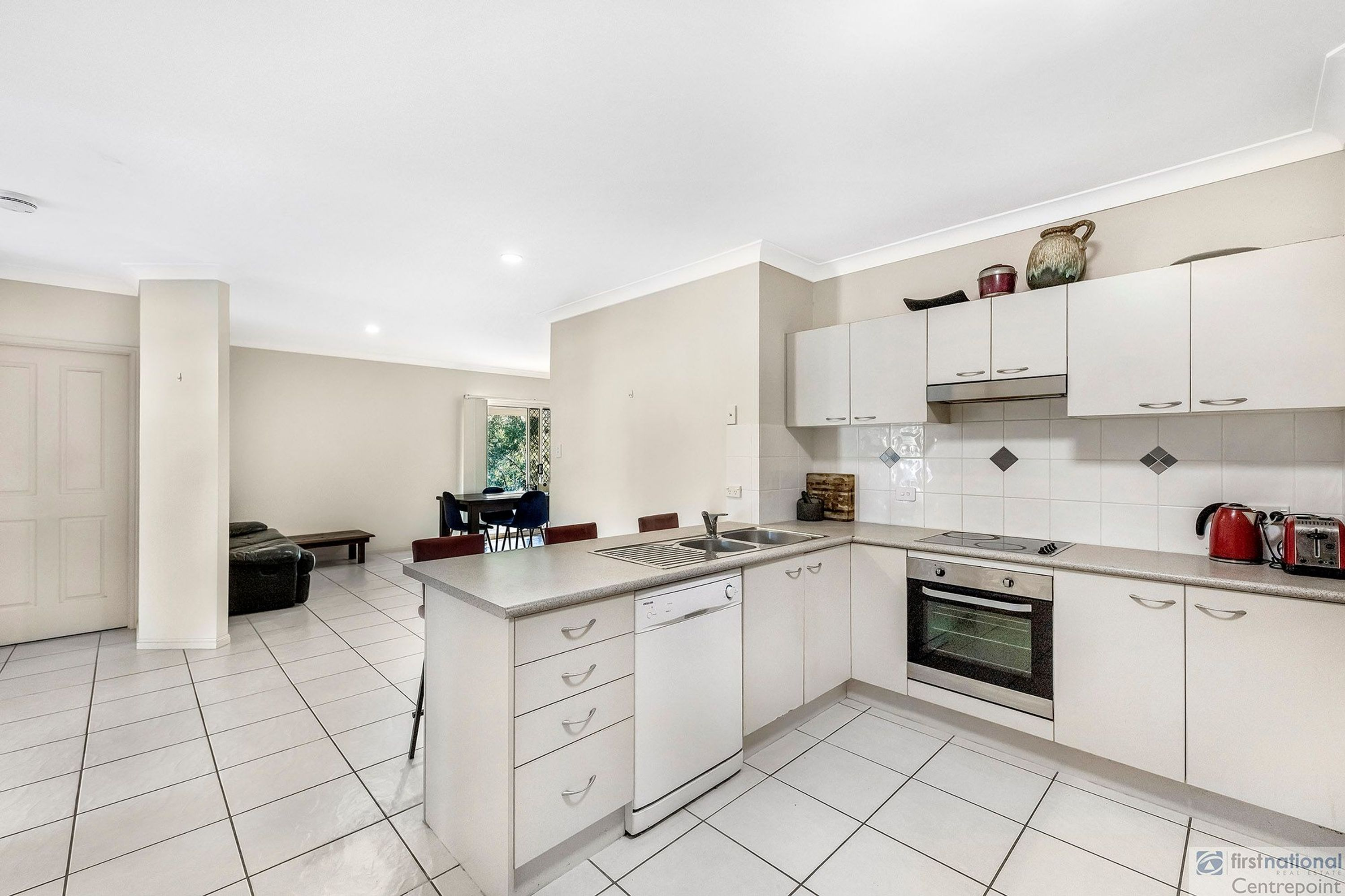 2/2 Silverstone Court, Oxenford, QLD 4210