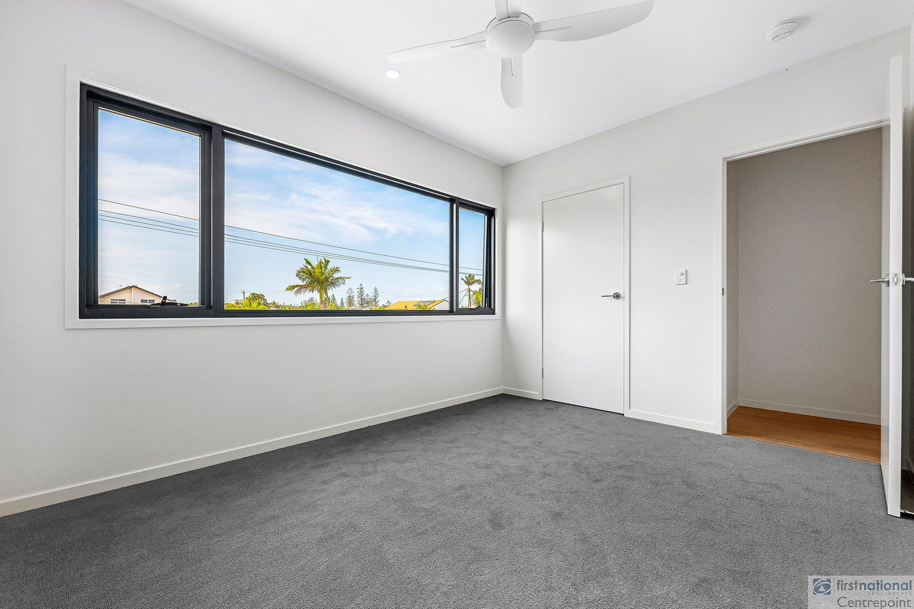 2/12 Victor Avenue, Paradise Point, QLD 4216