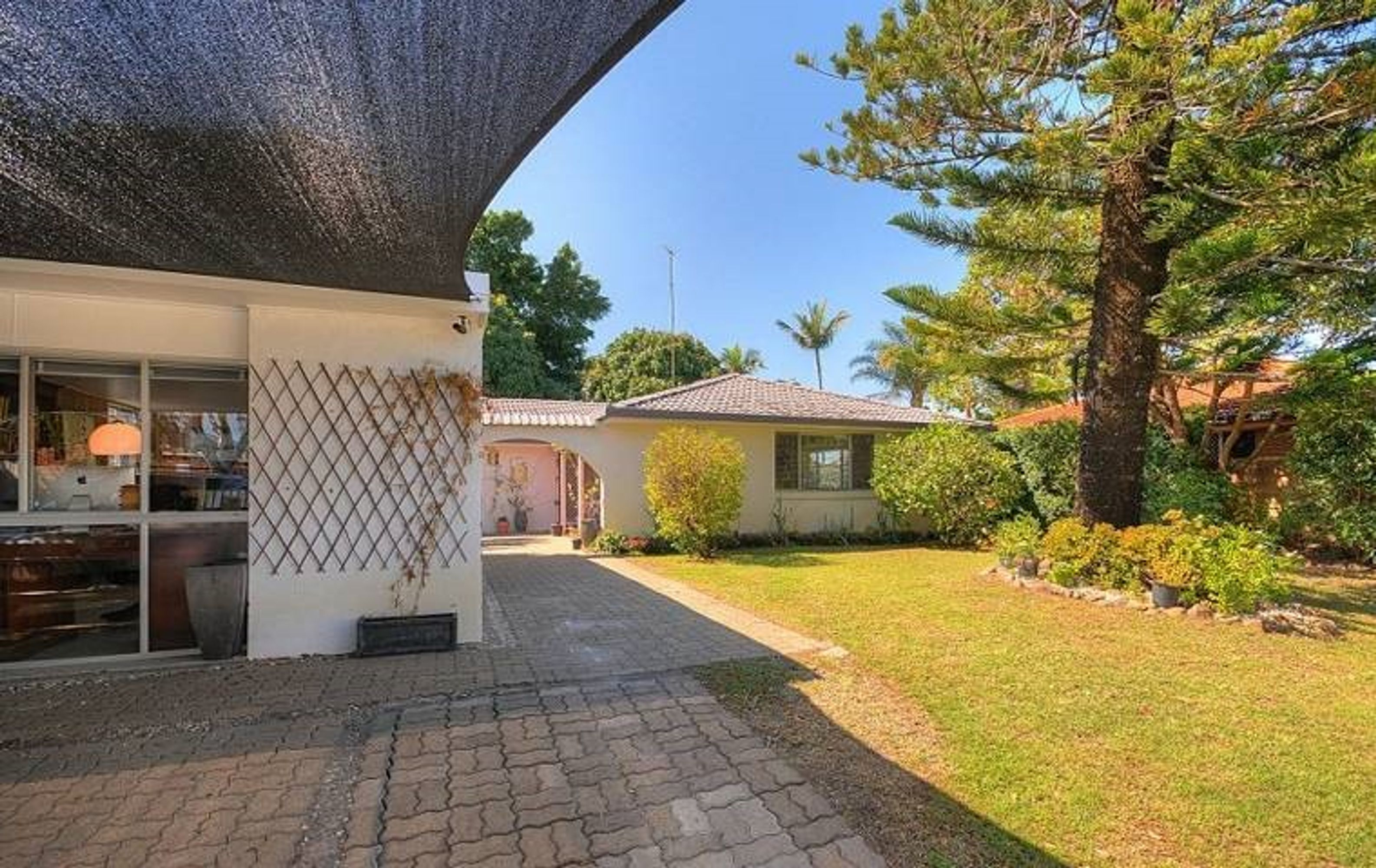 122 Sunshine Blvd, Mermaid Waters, QLD 4218