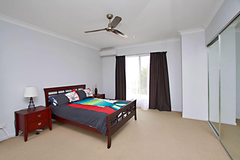 2/215 Benowa Rd, Benowa, QLD 4217