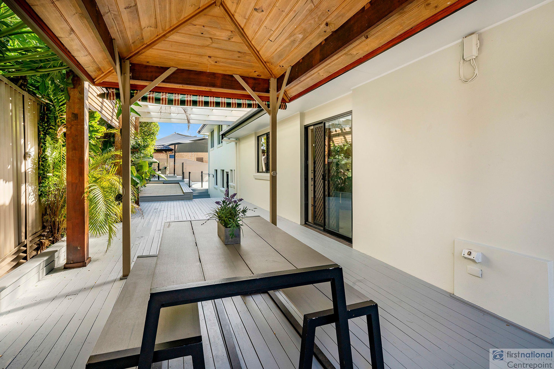 2 Dunkeith Avenue, Benowa, QLD 4217