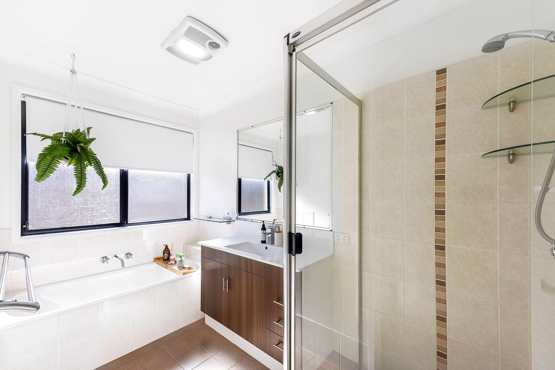18 Tuggeranong Avenue, Pacific Pines, QLD 4211