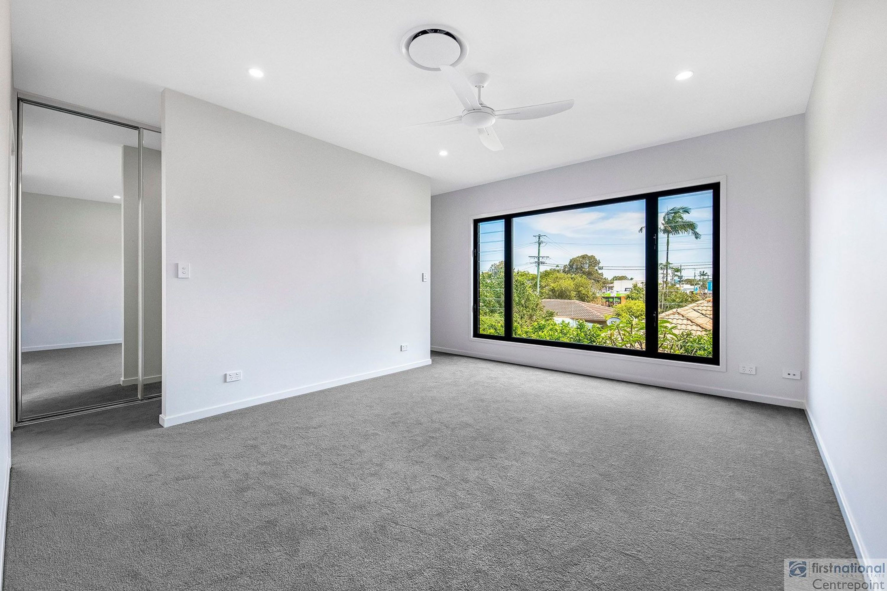 1/12 Victor Avenue, Paradise Point, QLD 4216