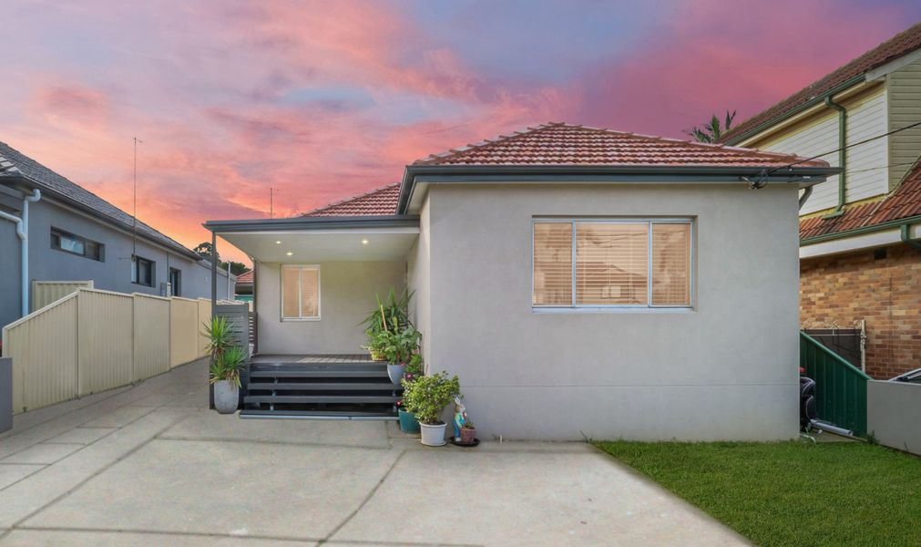 14 Bungalow Road, Roselands, NSW 2196
